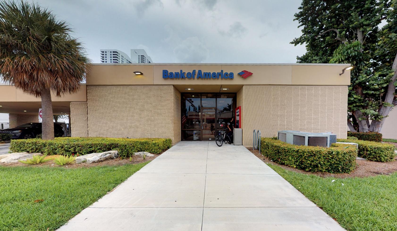 Bank of America financial center with drive-thru ATM and teller   1414 Alton Rd, Miami Beach, FL 33139