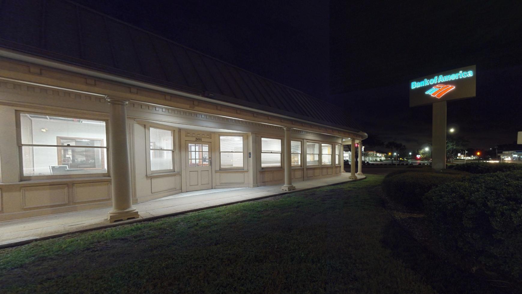 Bank of America financial center with drive-thru ATM   301 Gulf Breeze Pkwy, Gulf Breeze, FL 32561