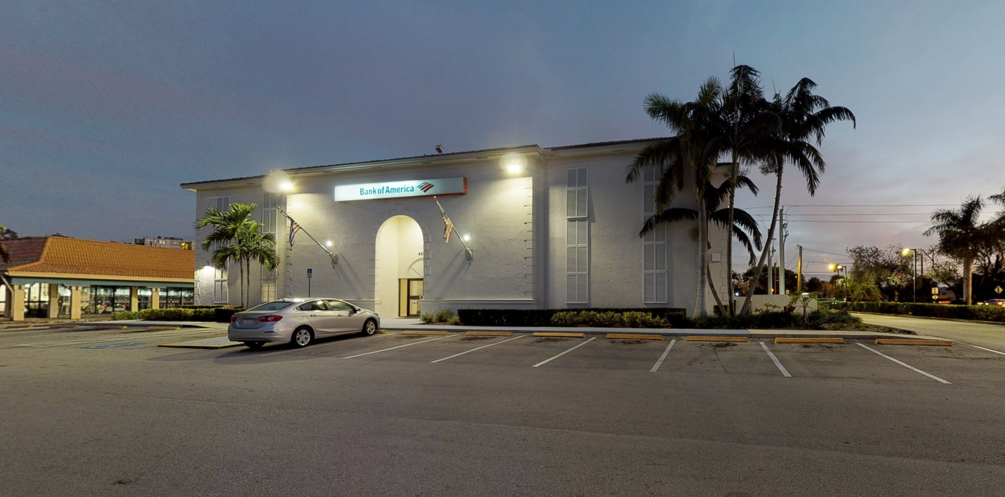 Bank of America financial center with drive-thru ATM and teller | 4400 Inverrary Blvd, Lauderhill, FL 33319