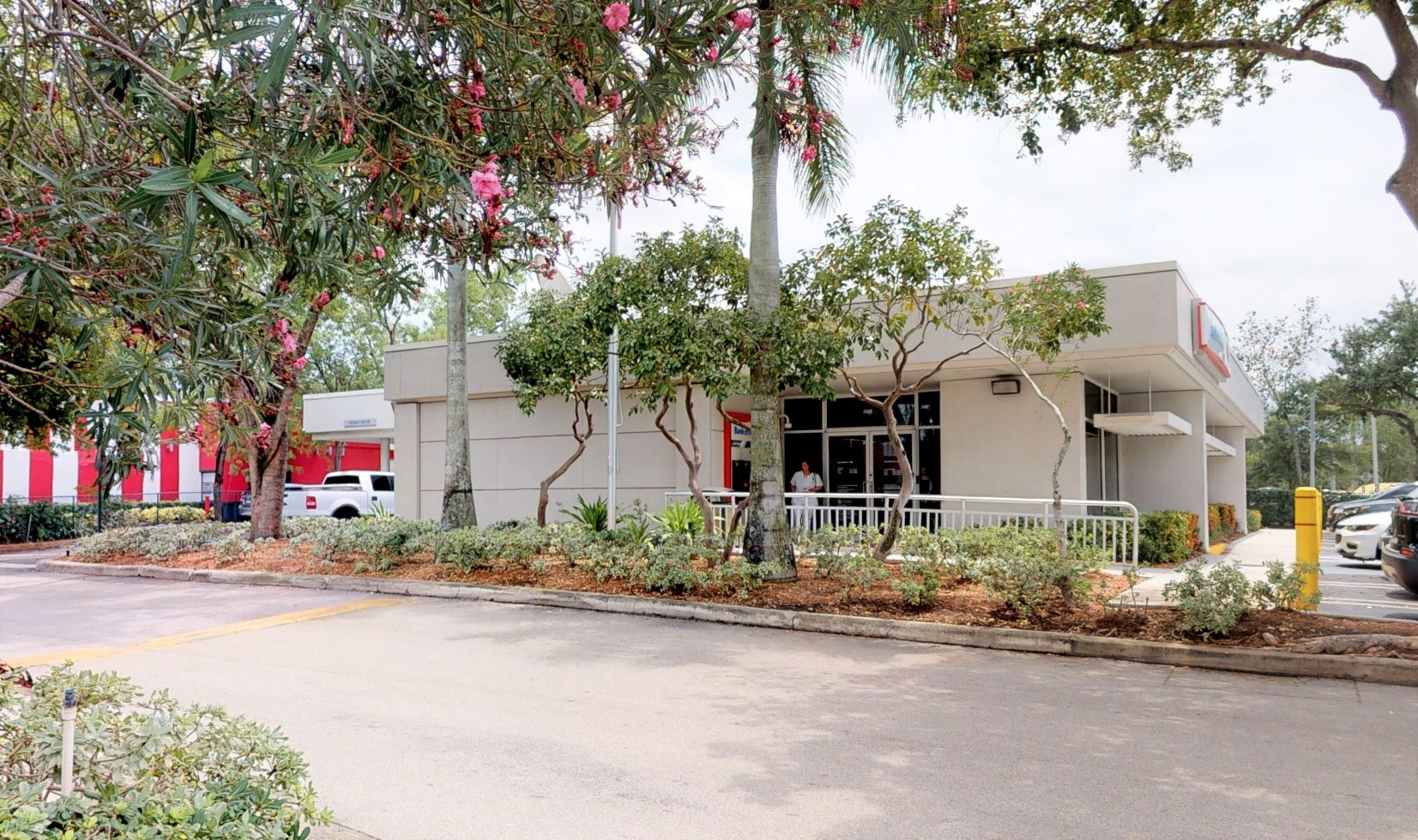 Bank of America financial center with walk-up ATM | 15400 NW 77th Ct, Hialeah, FL 33016