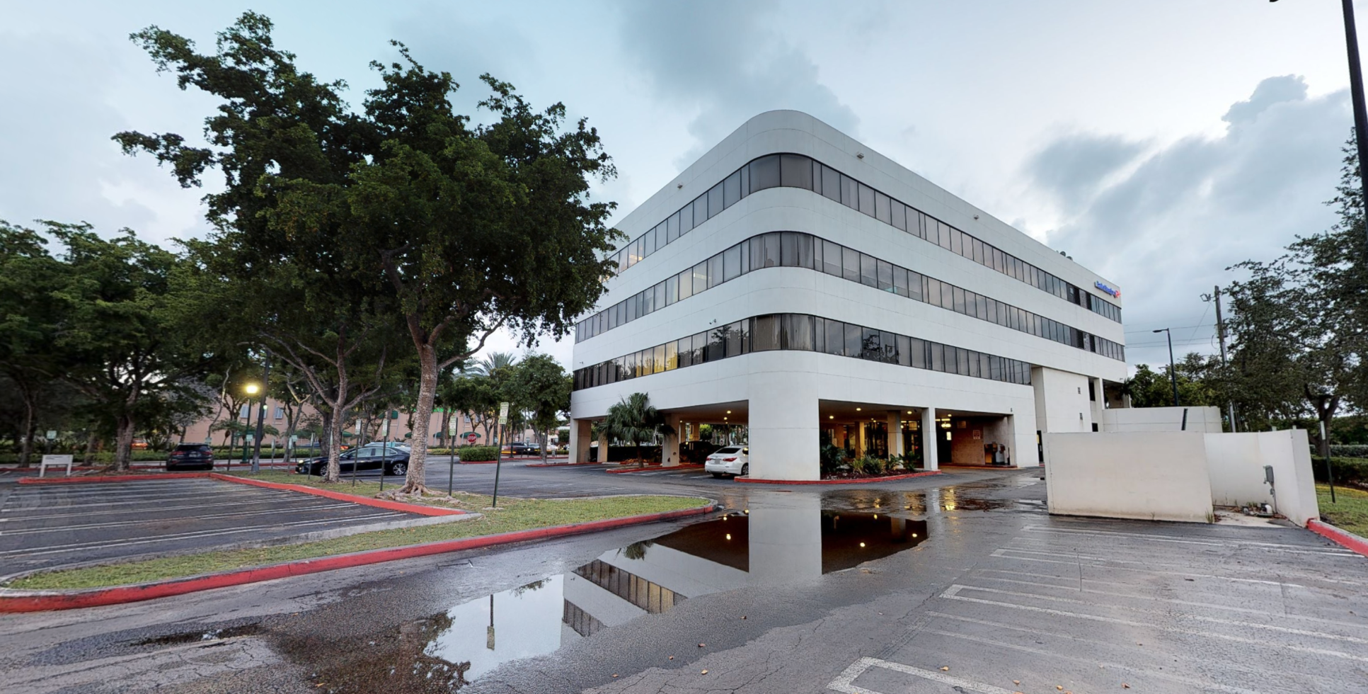 Bank of America financial center with drive-thru ATM | 18305 Biscayne Blvd, Aventura, FL 33160