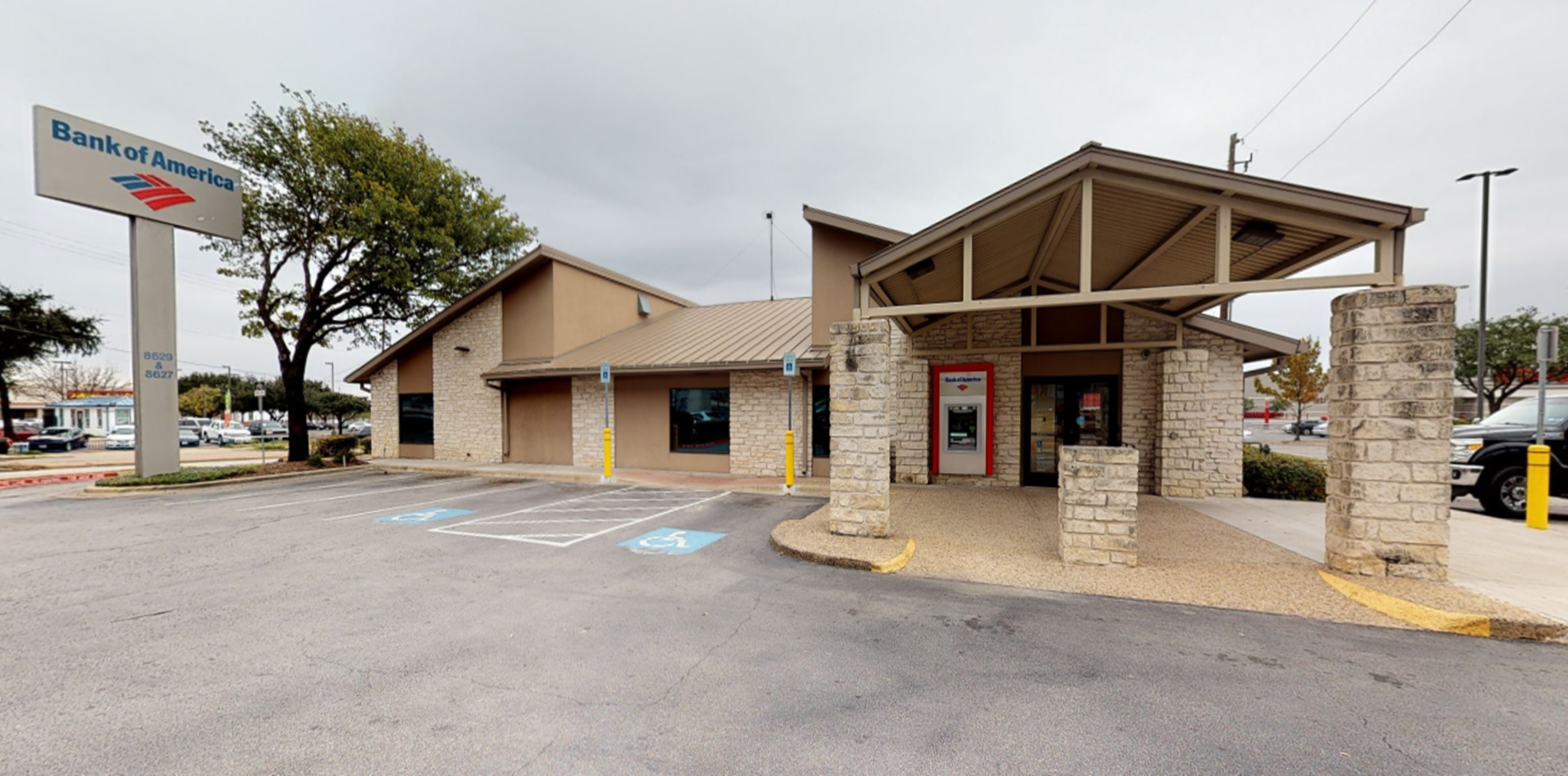 Bank of America financial center with drive-thru ATM and teller | 8627 Research Blvd, Austin, TX 78758