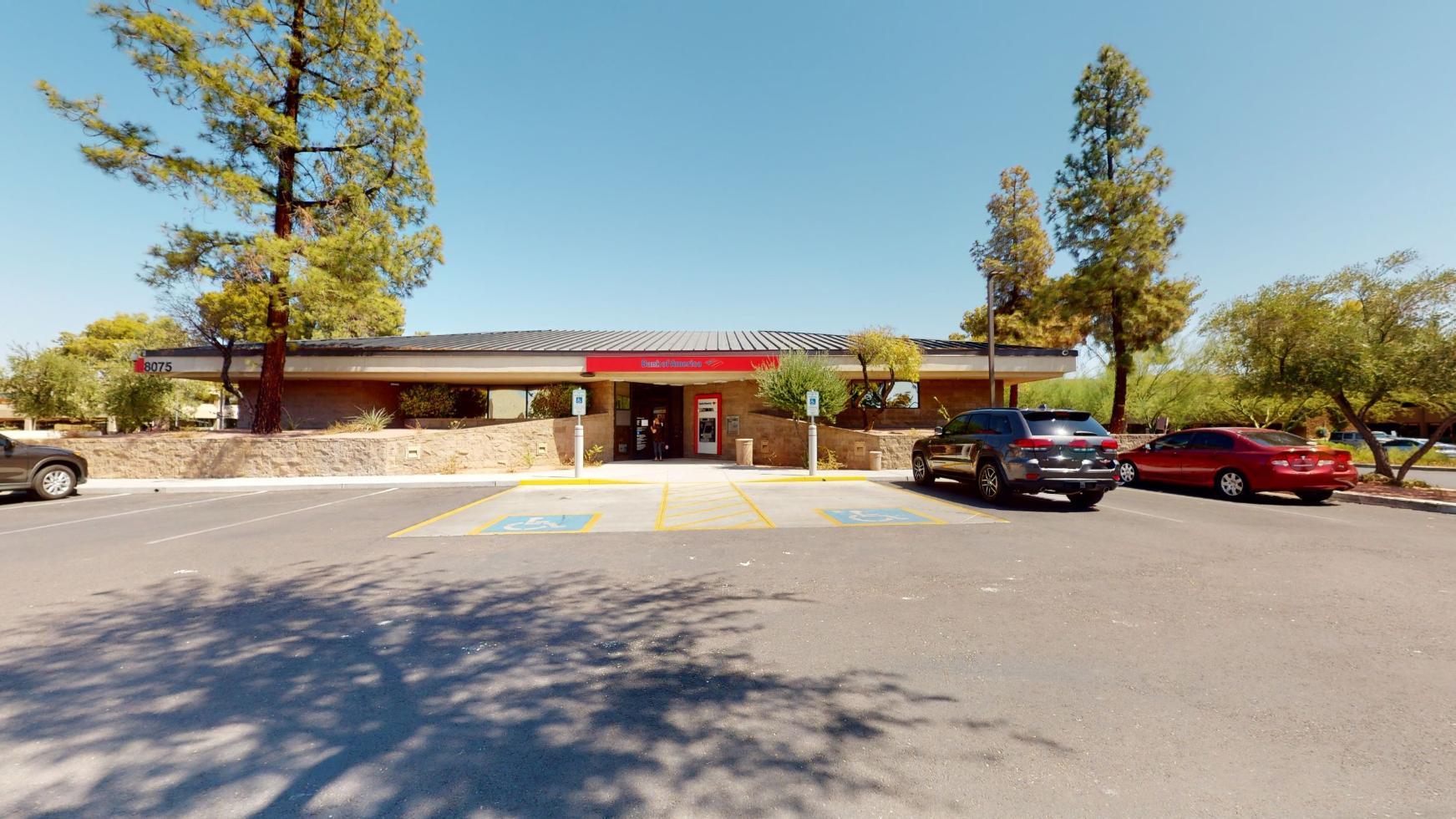 Bank of America financial center with drive-thru ATM | 8075 N Hayden Rd, Scottsdale, AZ 85258