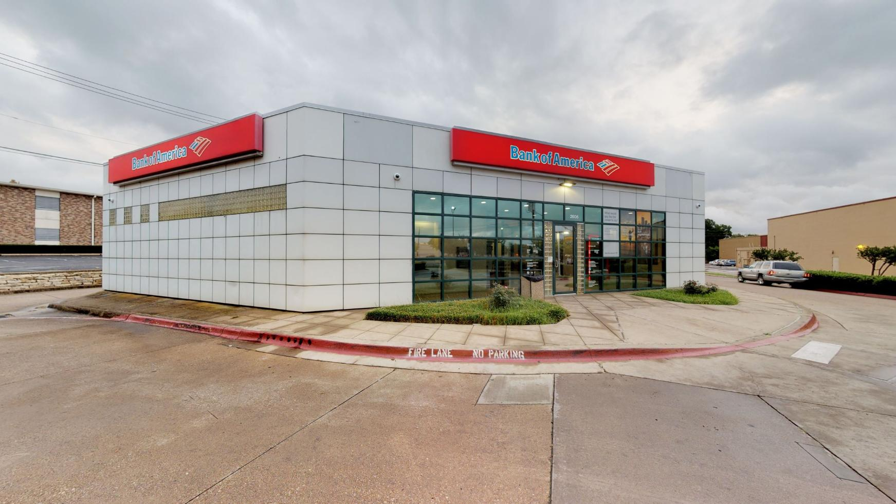 Bank of America financial center with drive-thru ATM | 2606 Gus Thomasson Rd, Dallas, TX 75228