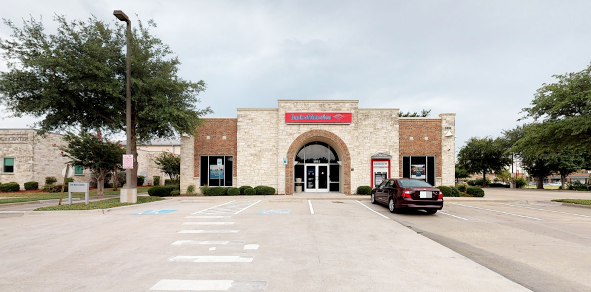 Bank of America financial center with drive-thru ATM   5952 W Parker Rd, Plano, TX 75093