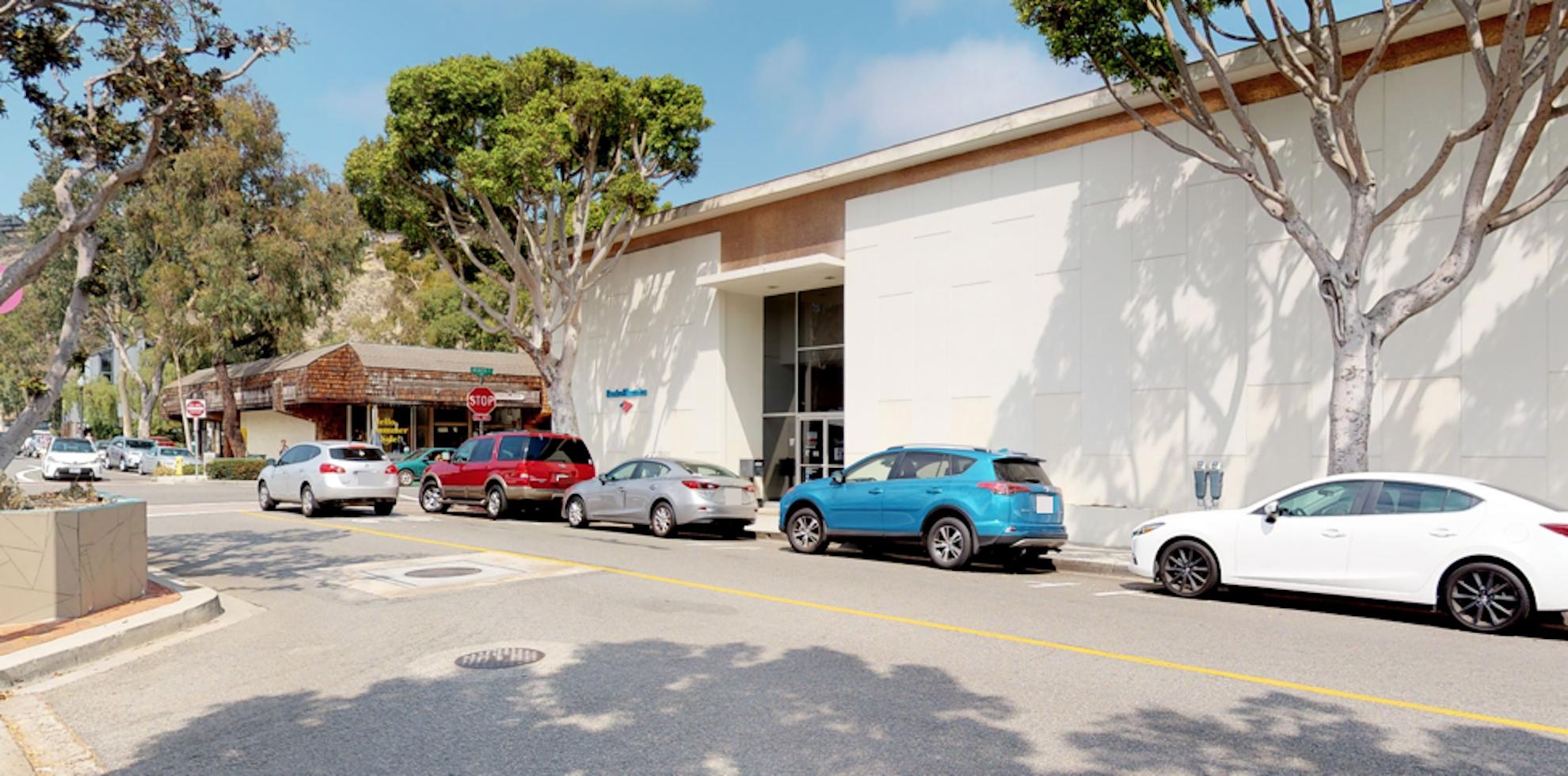 Bank of America financial center with walk-up ATM   299 Ocean Ave, Laguna Beach, CA 92651