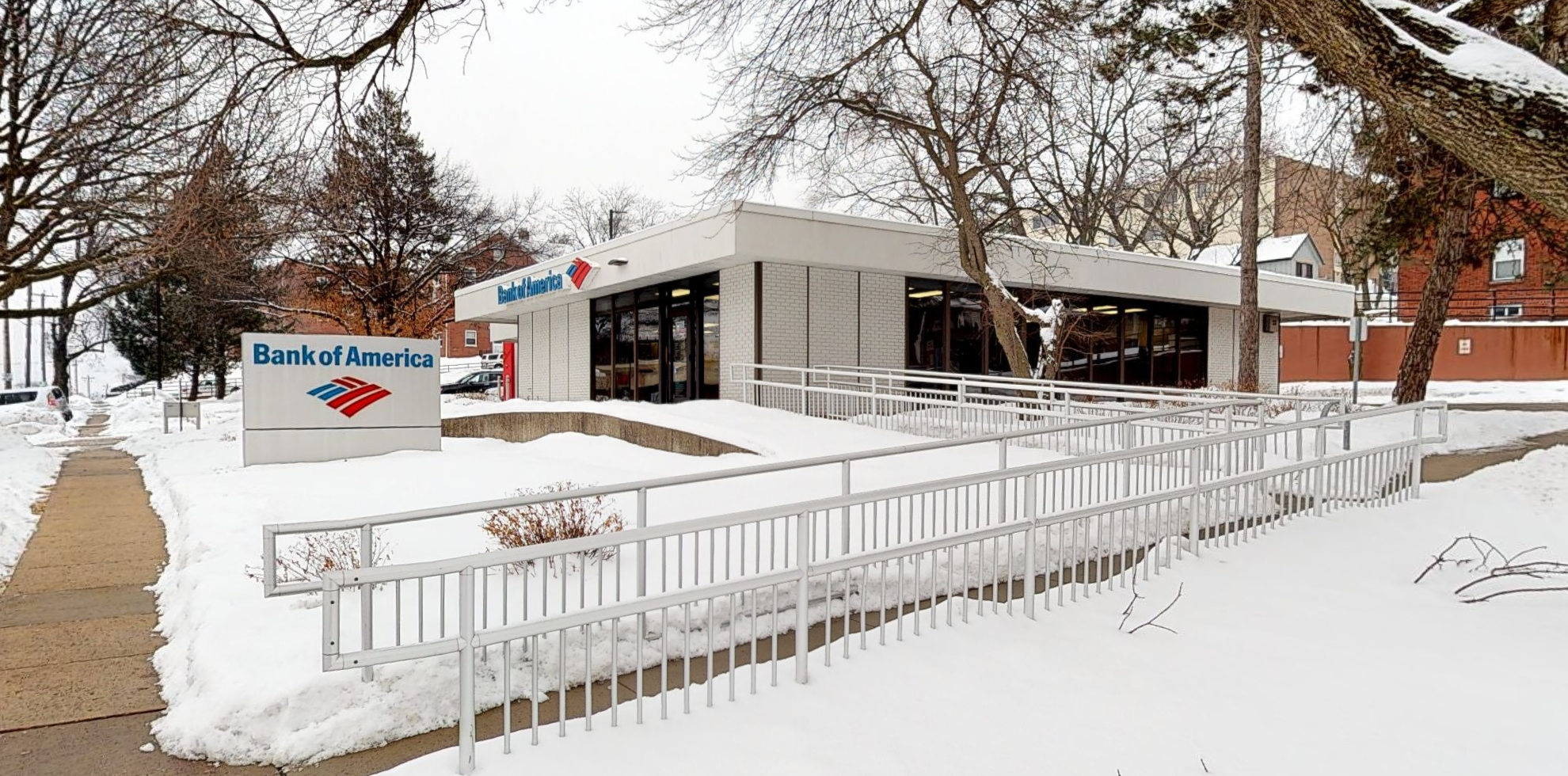 Bank of America financial center with drive-thru ATM | 3422 Ingersoll Ave, Des Moines, IA 50312