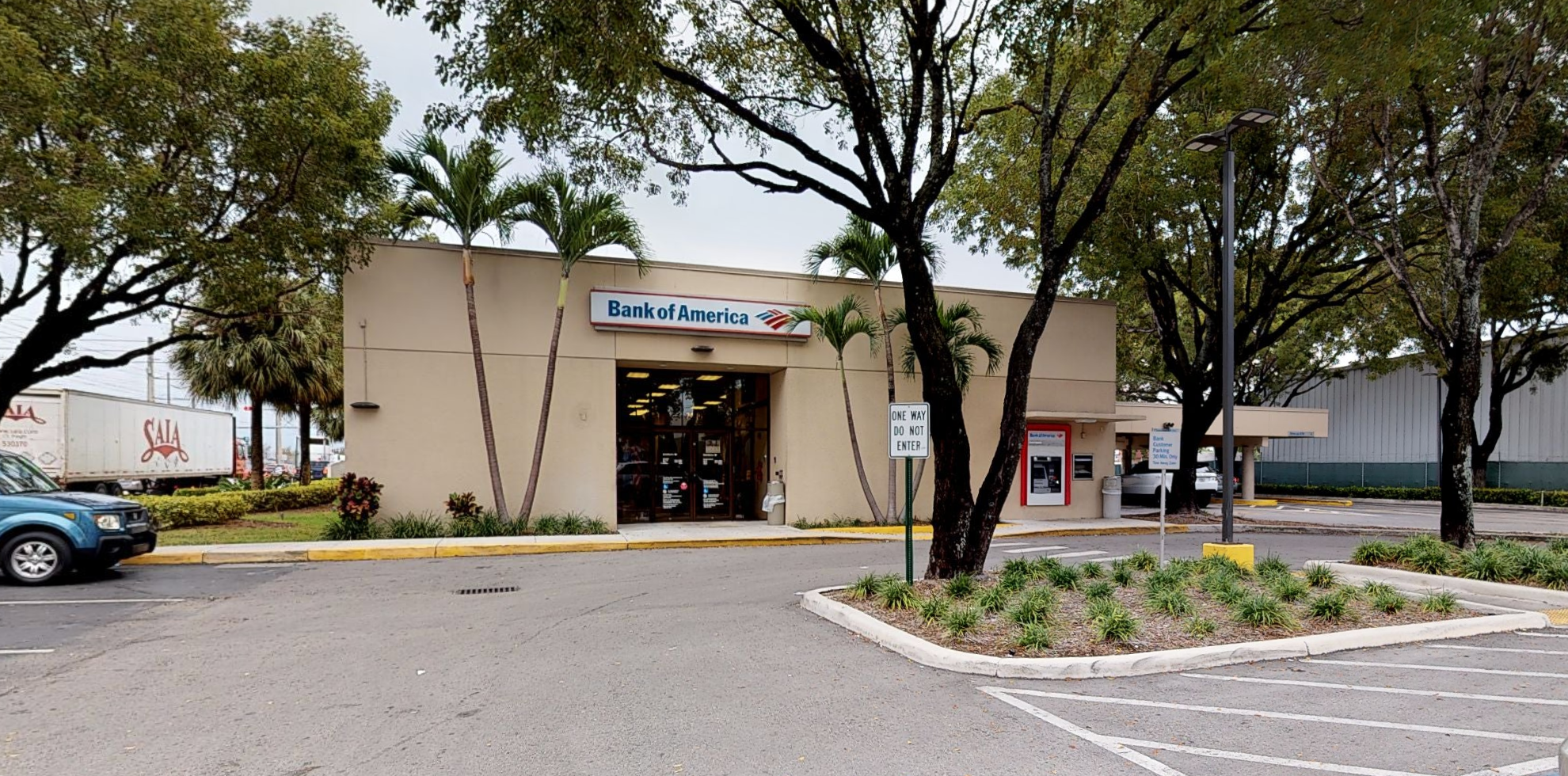 Bank of America financial center with drive-thru ATM | 7400 NW 72nd Ave, Medley, FL 33166