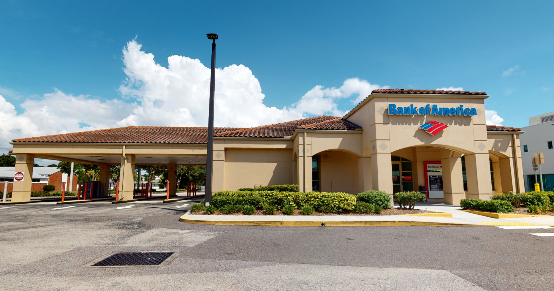 Bank of America financial center with drive-thru ATM and teller | 3303 S Tamiami Trl, Sarasota, FL 34239