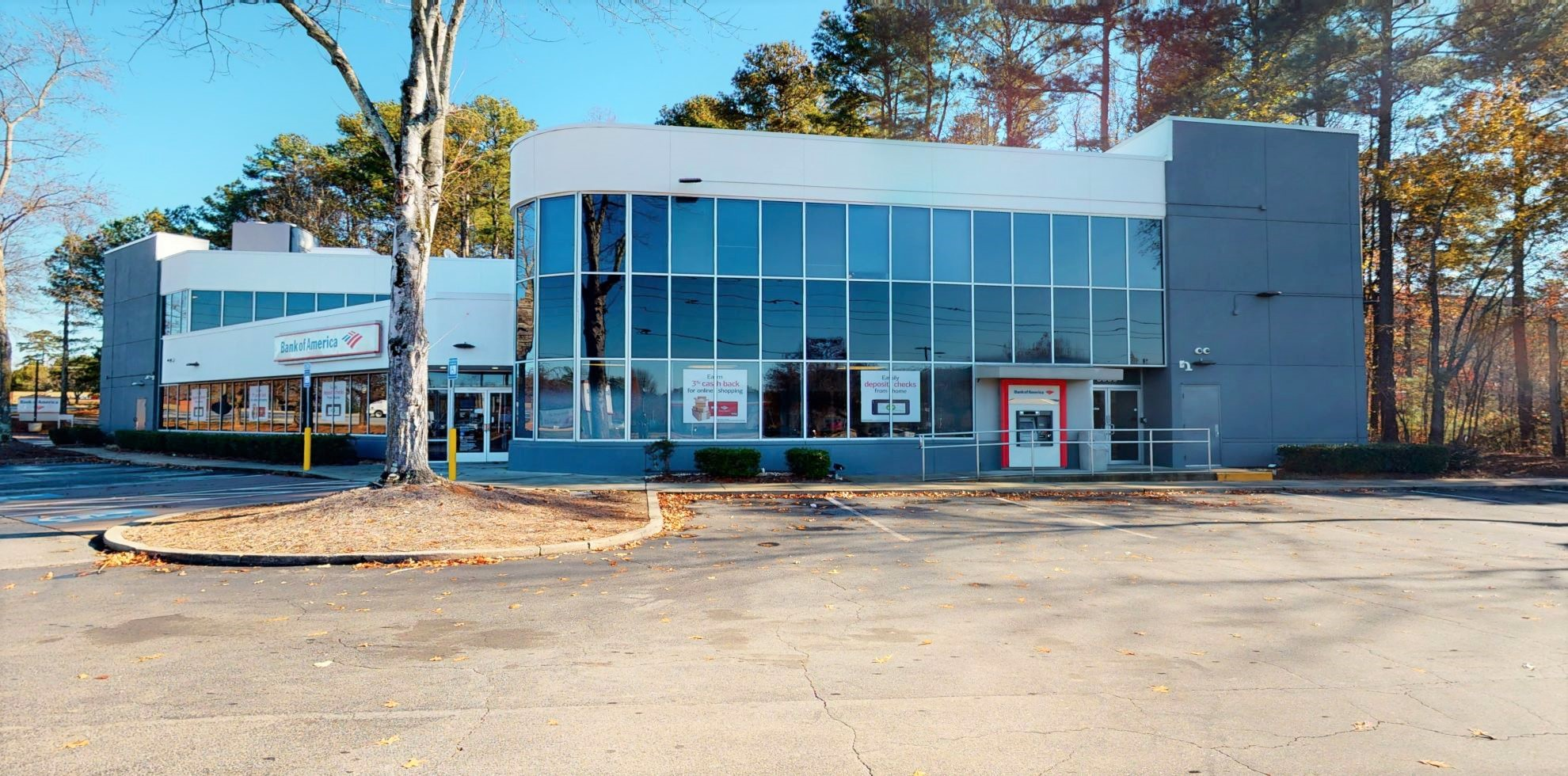 Bank of America financial center with drive-thru ATM | 5500 Peachtree Pkwy, Norcross, GA 30092
