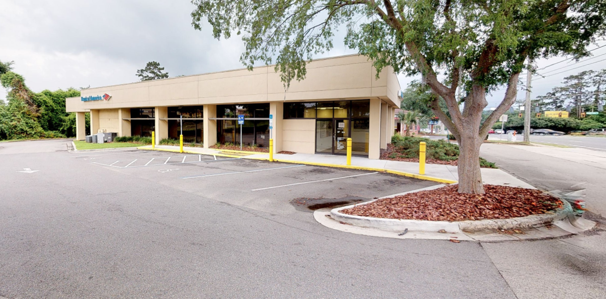Bank of America financial center with drive-thru ATM | 3003 Mahan Dr, Tallahassee, FL 32308