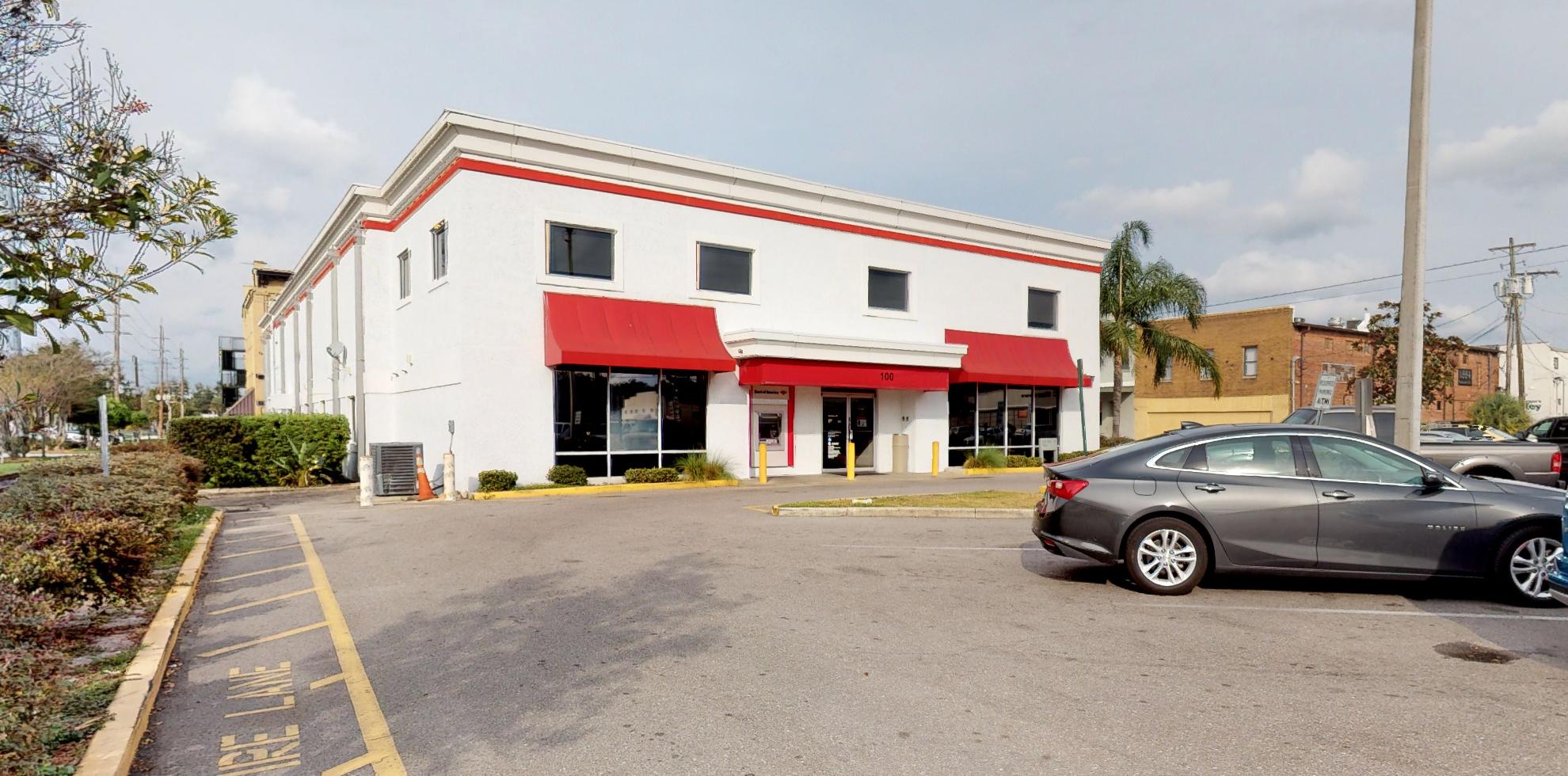 Bank of America financial center with walk-up ATM | 100 N Bay St, Eustis, FL 32726