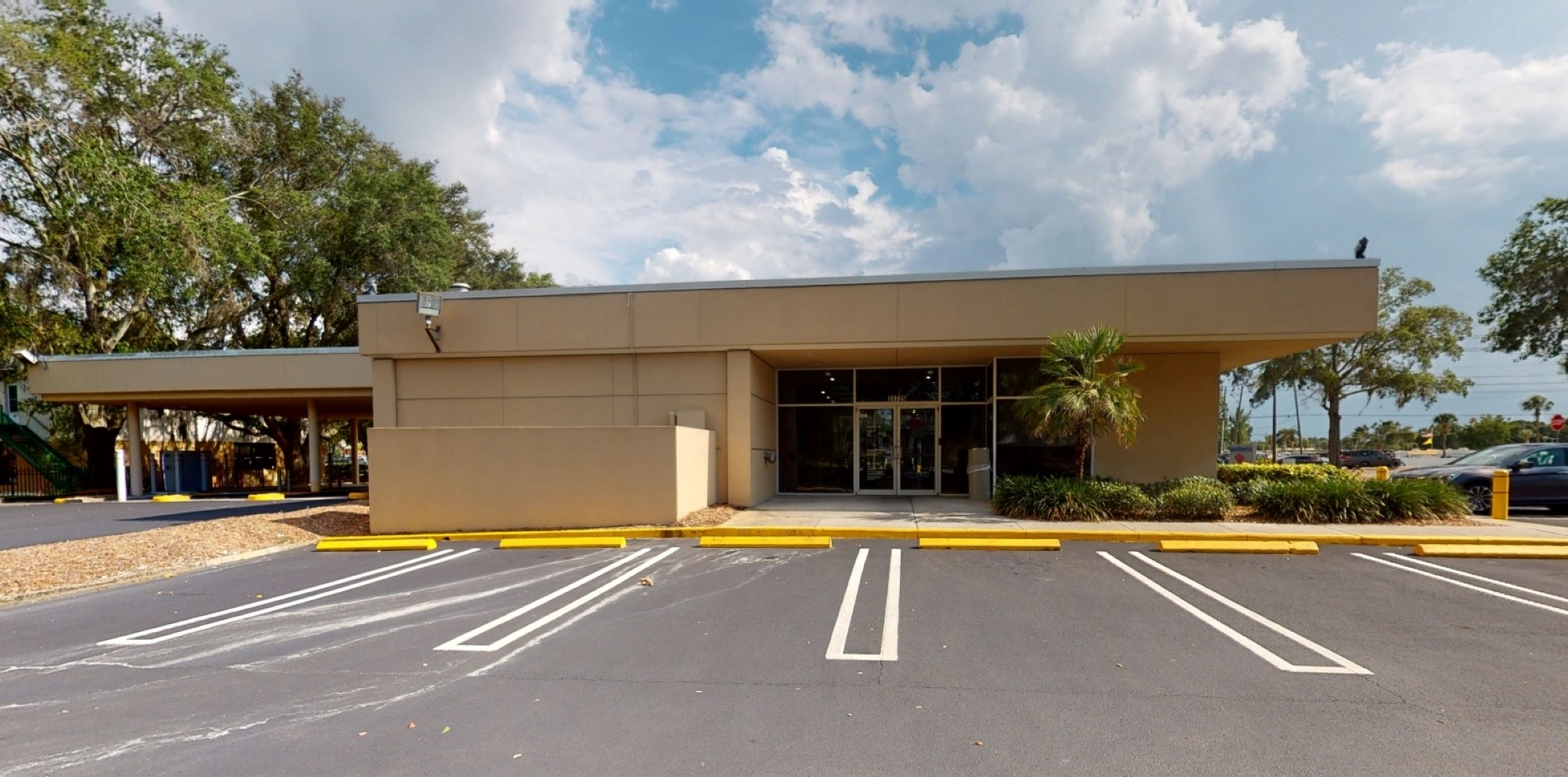 Bank of America financial center with drive-thru ATM and teller | 21725 Village Lakes Shopping Ctr Dr, Land O Lakes, FL 34639