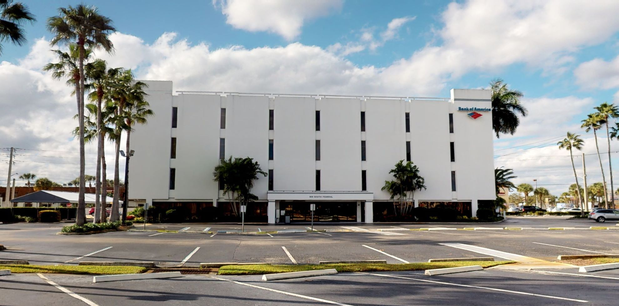 Bank of America financial center with walk-up ATM | 900 SE Federal Hwy, Stuart, FL 34994