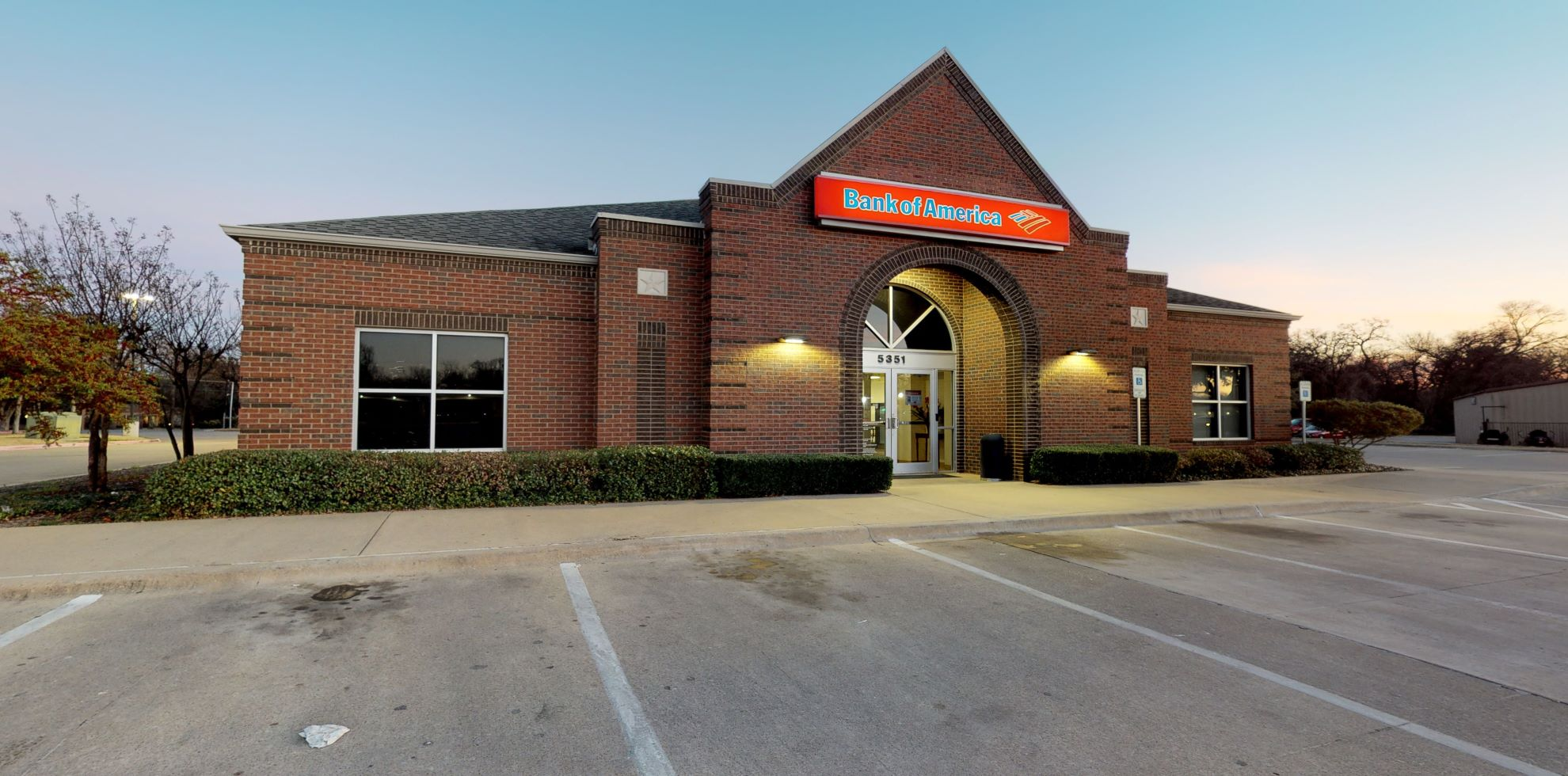 Bank of America financial center with drive-thru ATM | 5351 River Oaks Blvd, Fort Worth, TX 76114