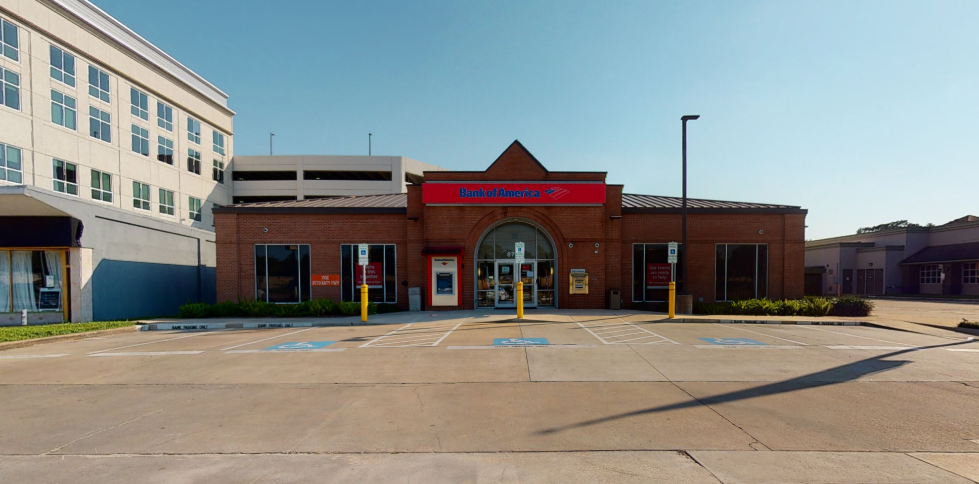 Bank of America financial center with drive-thru ATM | 8773 Katy Fwy, Houston, TX 77024