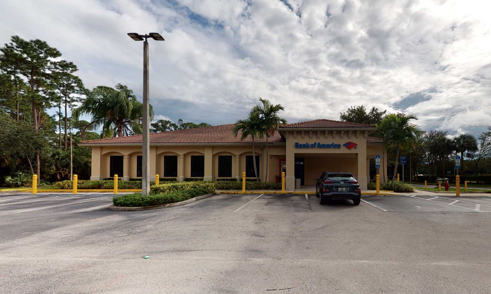 Bank of America financial center with drive-thru ATM and teller | 4364 S State Road 7, Lake Worth, FL 33449