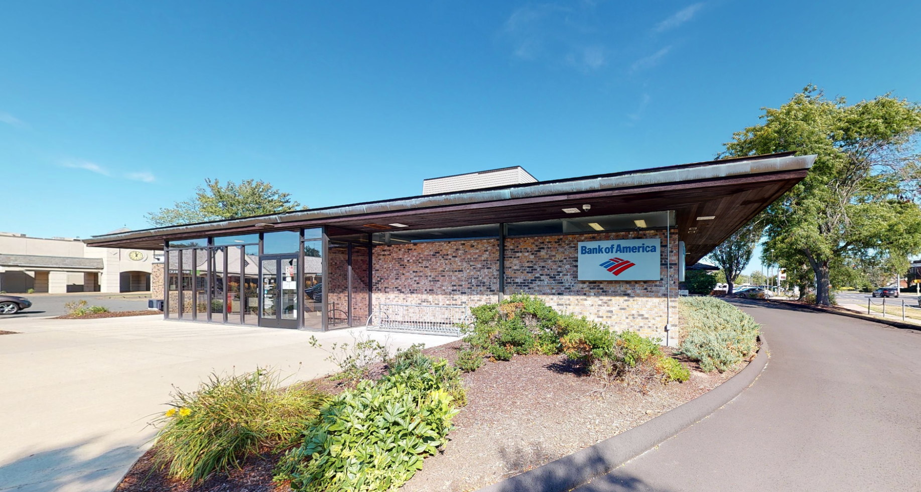 Bank of America financial center with drive-thru ATM   836 Park Ave, Bloomfield, CT 06002