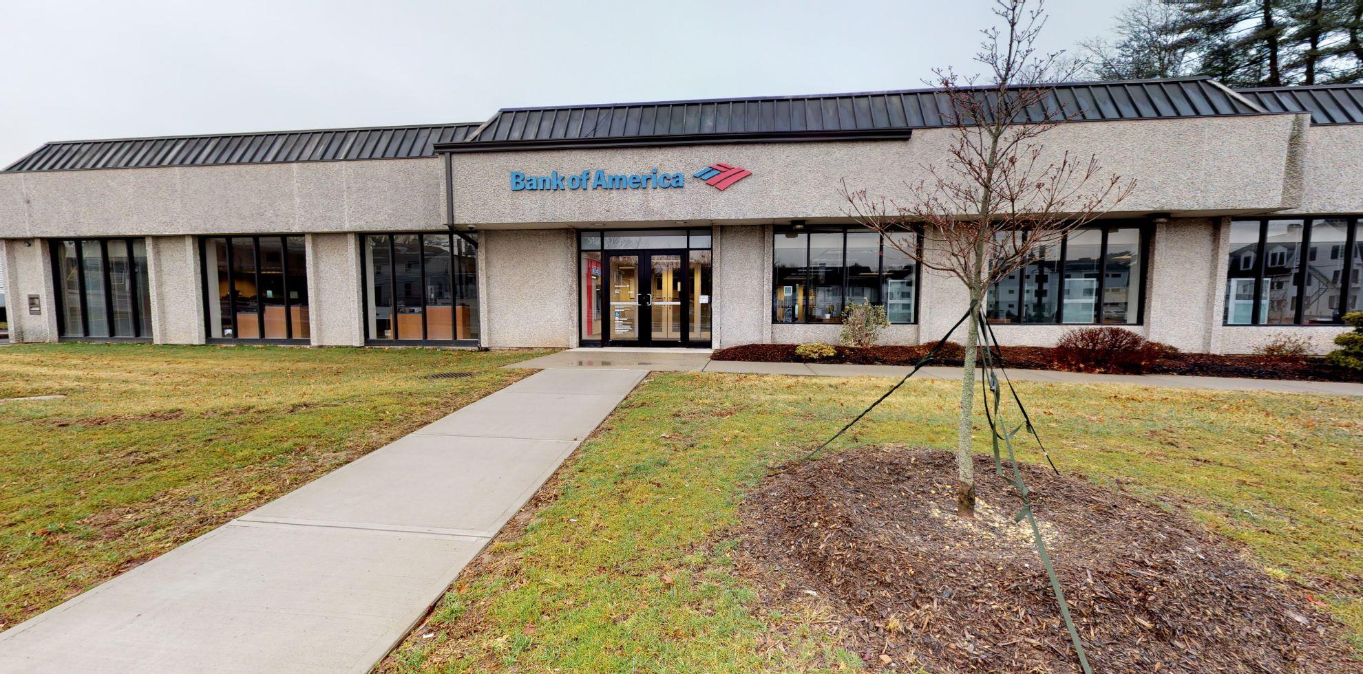 Bank of America financial center with drive-thru ATM | 781 Farmington Ave, Farmington, CT 06032
