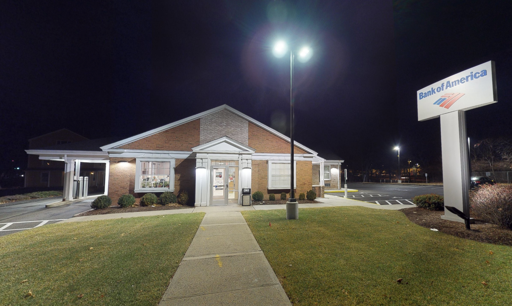 Bank of America financial center with walk-up ATM | 35 Washington Ave, North Haven, CT 06473