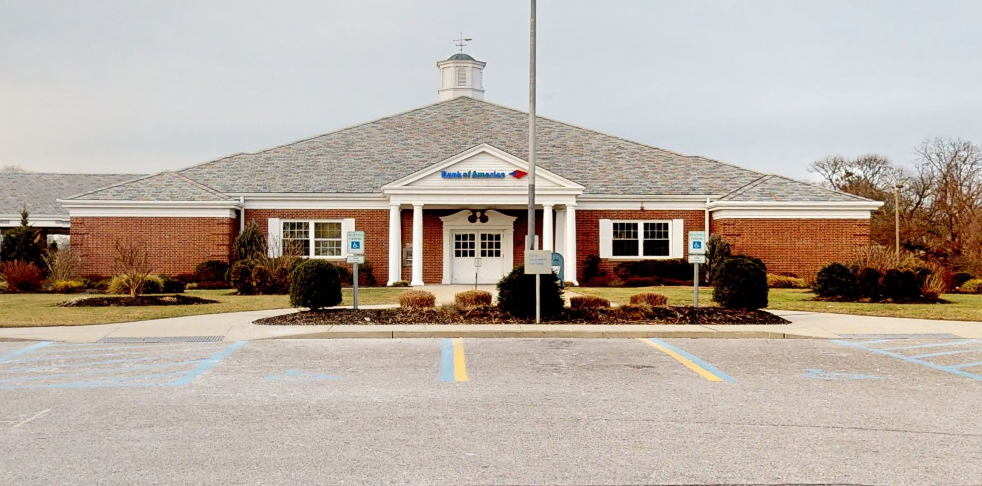 Bank of America financial center with drive-thru ATM | 345 E Main St, East Islip, NY 11730