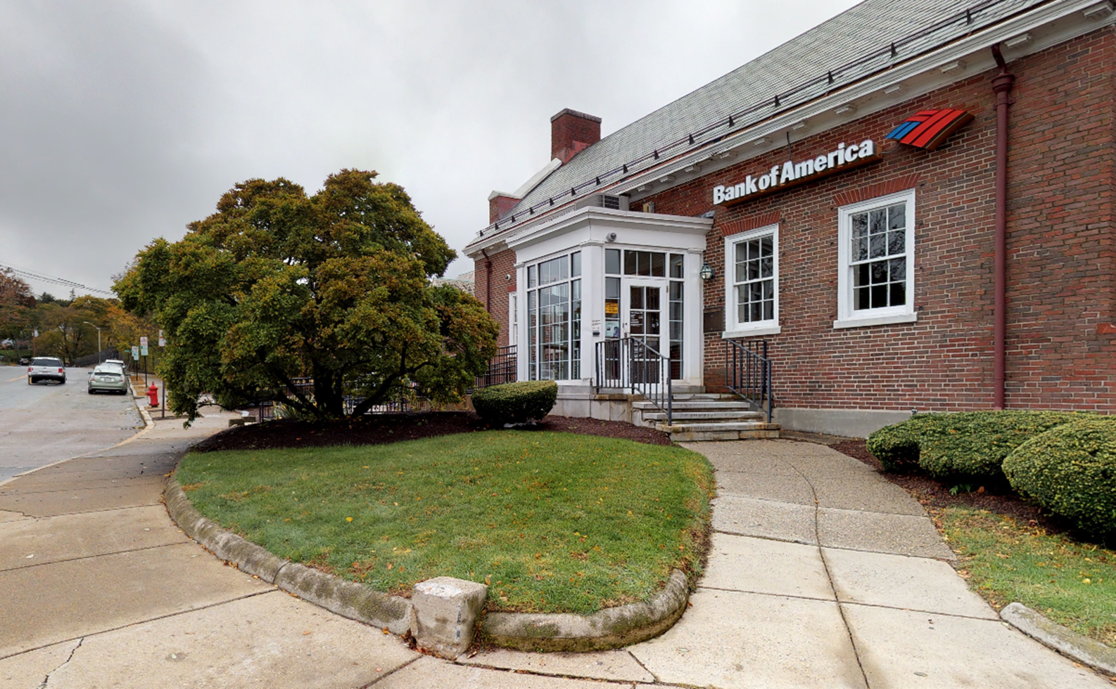 Bank of America financial center with walk-up ATM | 1 Chestnut St, West Newton, MA 02465