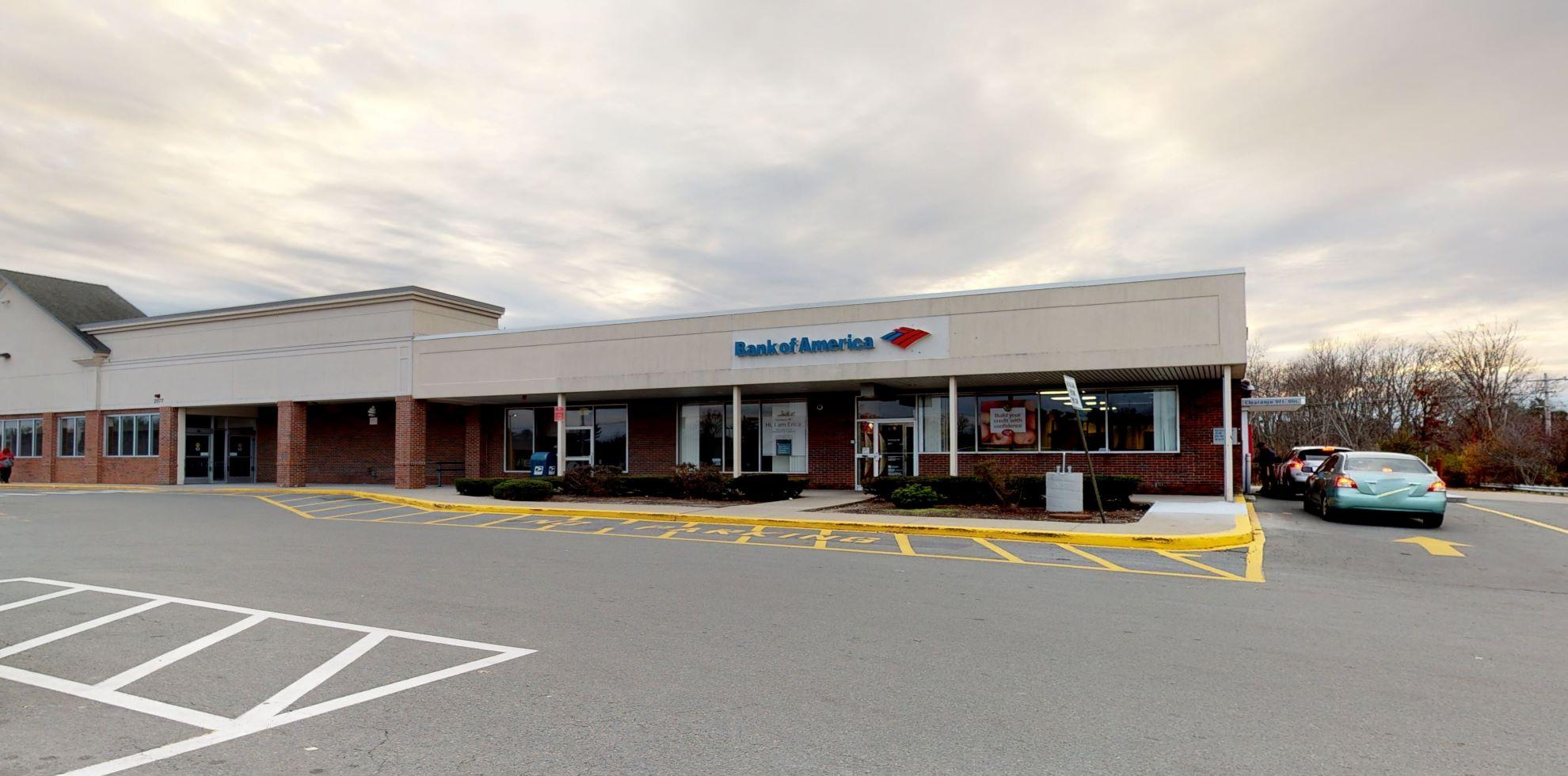 Bank of America financial center with drive-thru ATM | 2071 Main St, Brockton, MA 02301