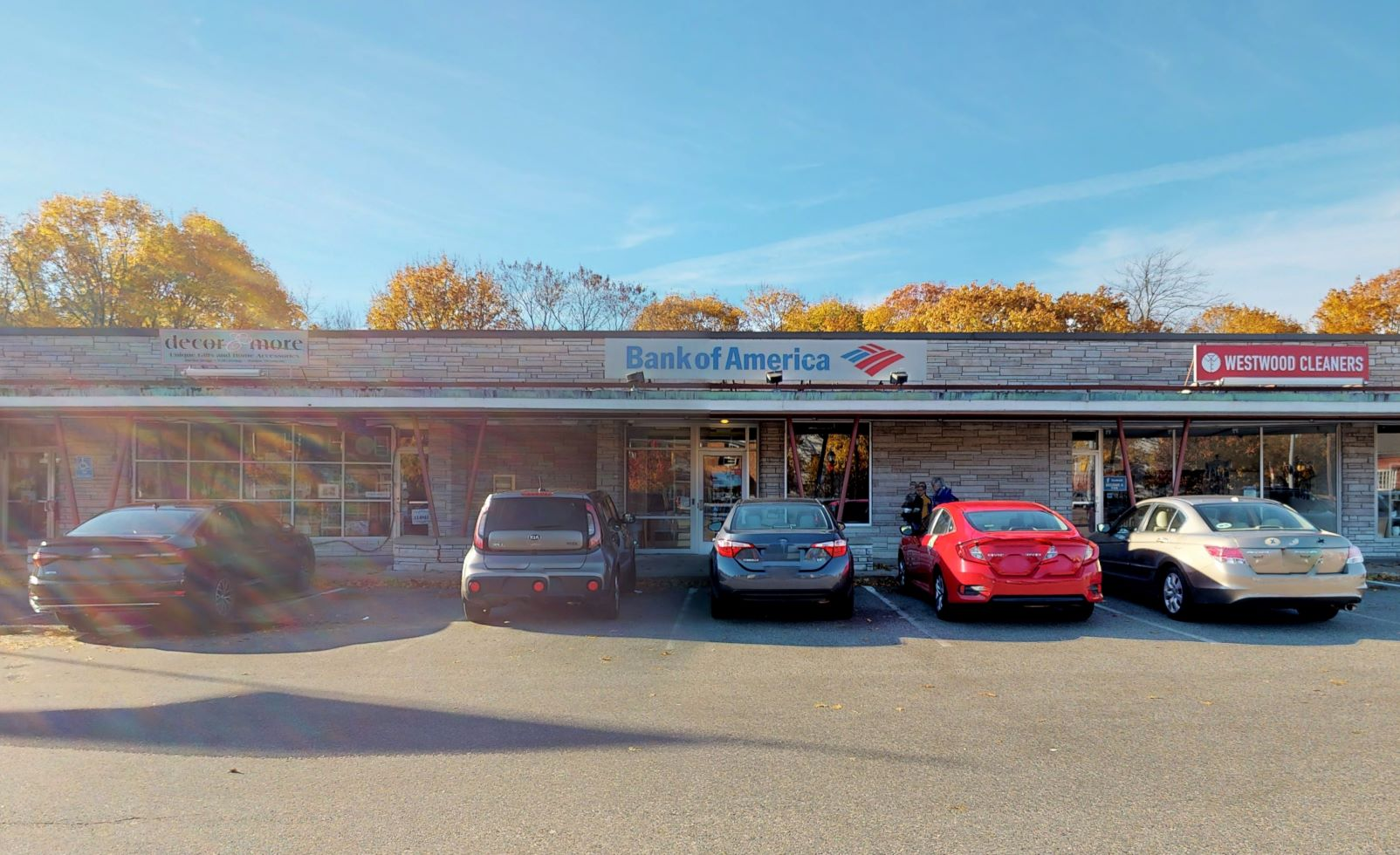 Bank of America financial center with walk-up ATM | 693 High St, Westwood, MA 02090