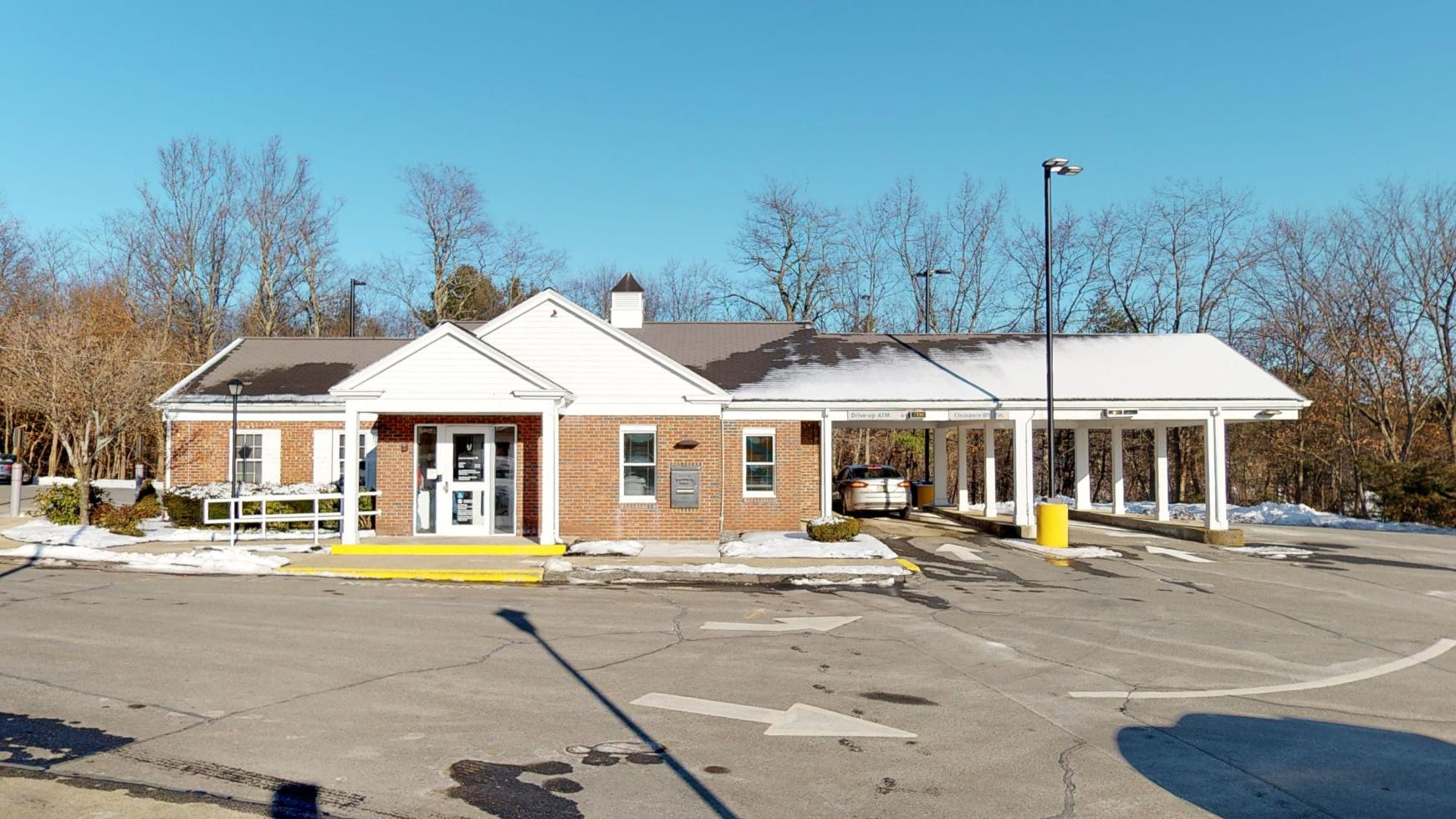 Bank of America financial center with drive-thru ATM   560 Main St, Holden, MA 01520