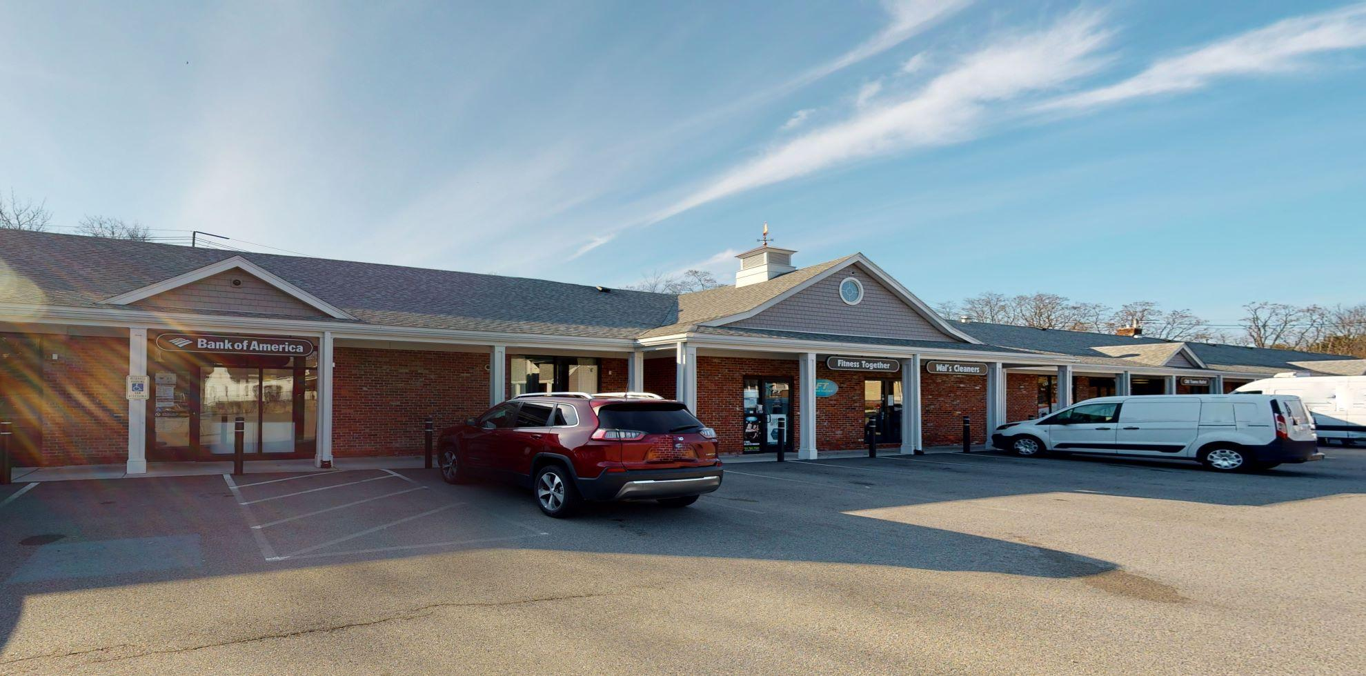 Bank of America financial center with walk-up ATM | 1 Post Office Sq, Lynnfield, MA 01940