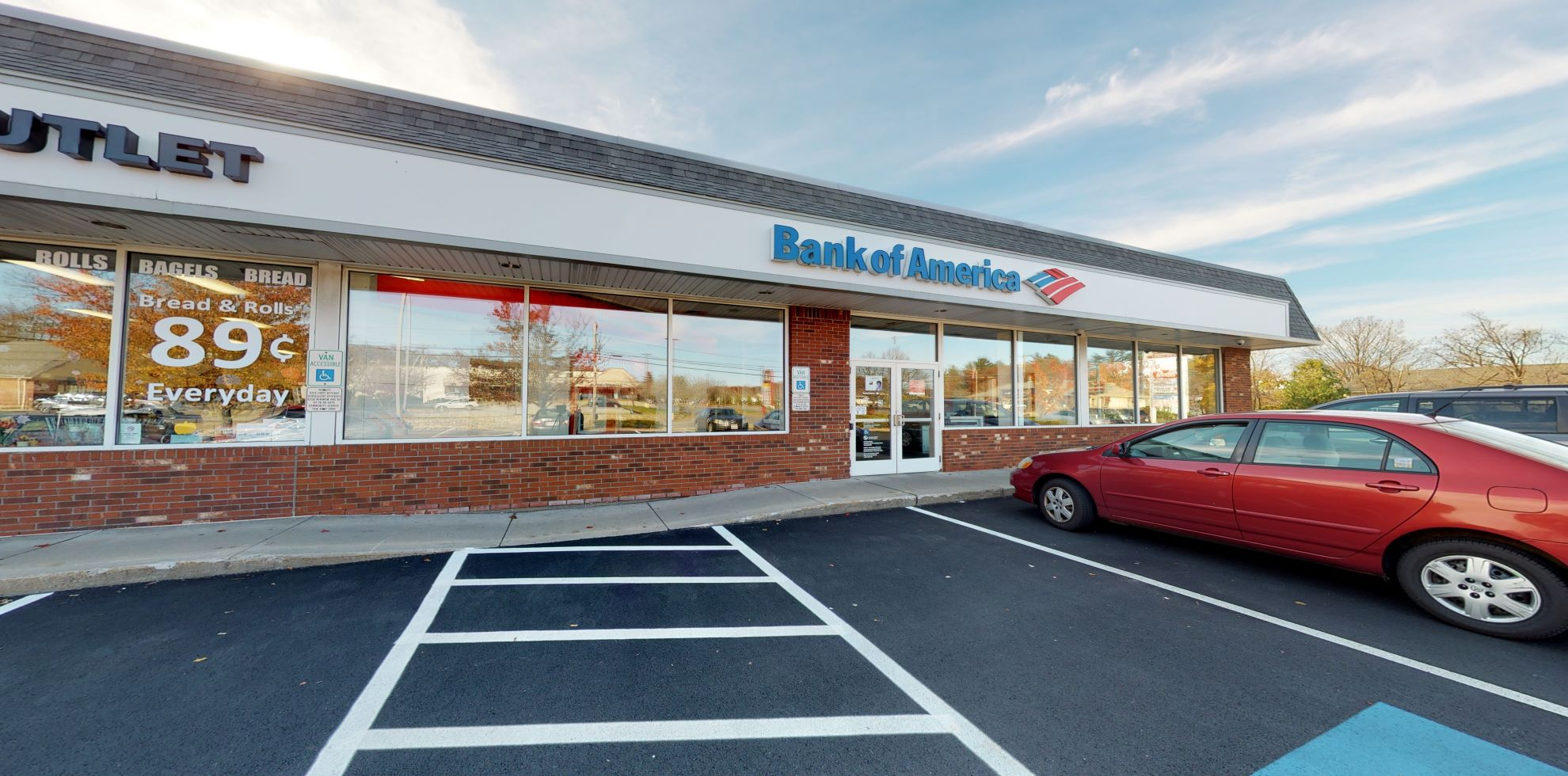 Bank of America financial center with walk-up ATM | 209 E Main St STE 1, Milford, MA 01757