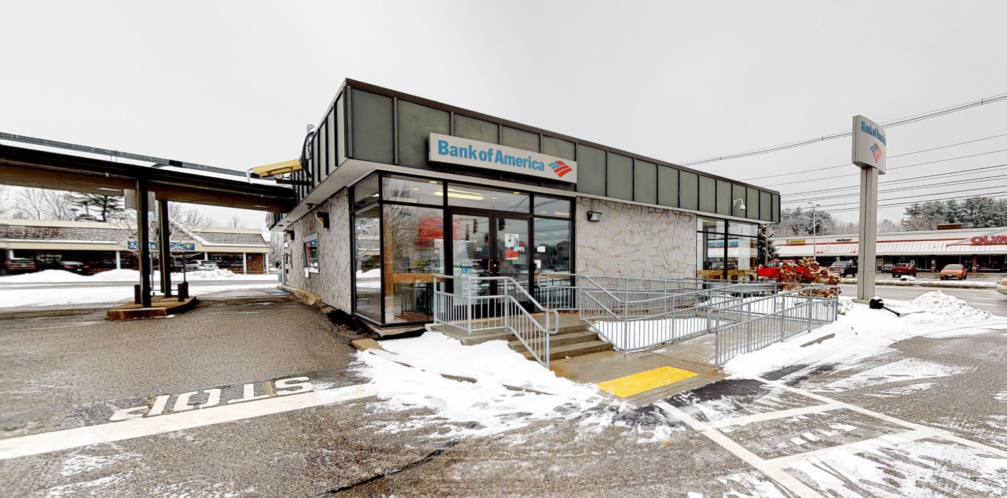 Bank of America financial center with drive-thru ATM   772 Roosevelt Trl, Windham, ME 04062