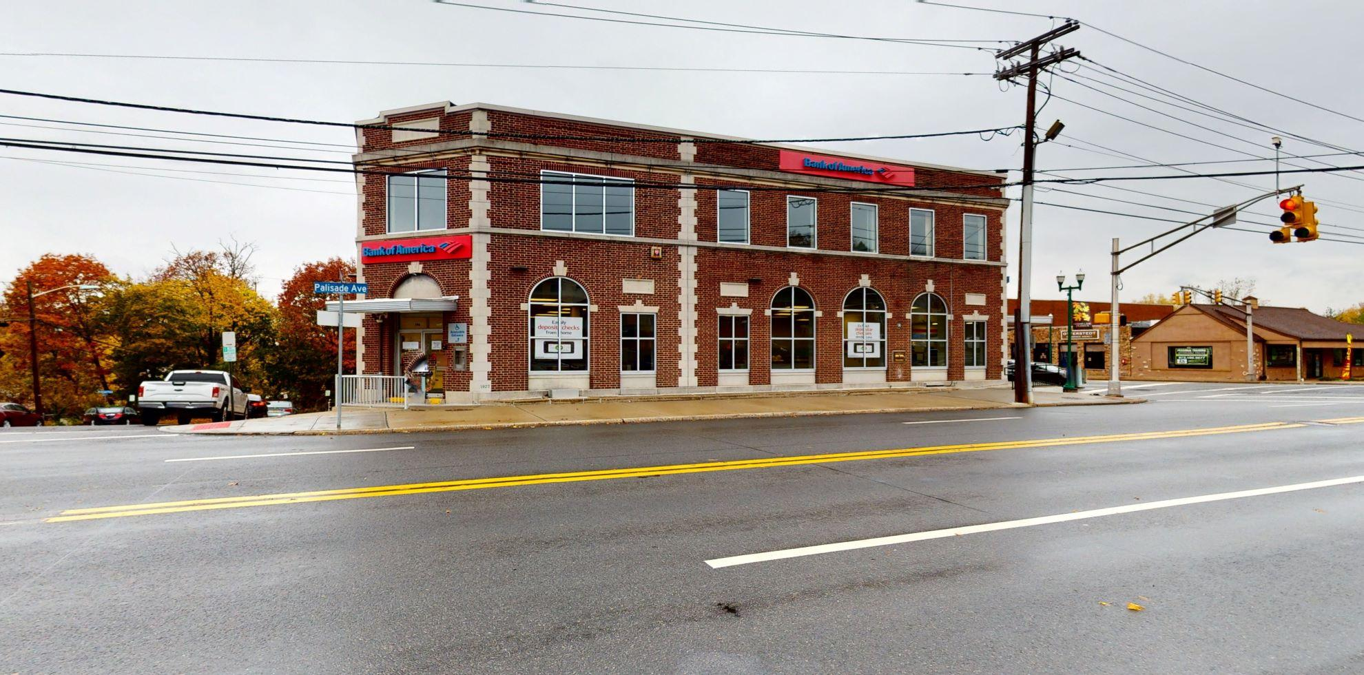 Bank of America financial center with walk-up ATM | 790 Palisade Ave, Teaneck, NJ 07666