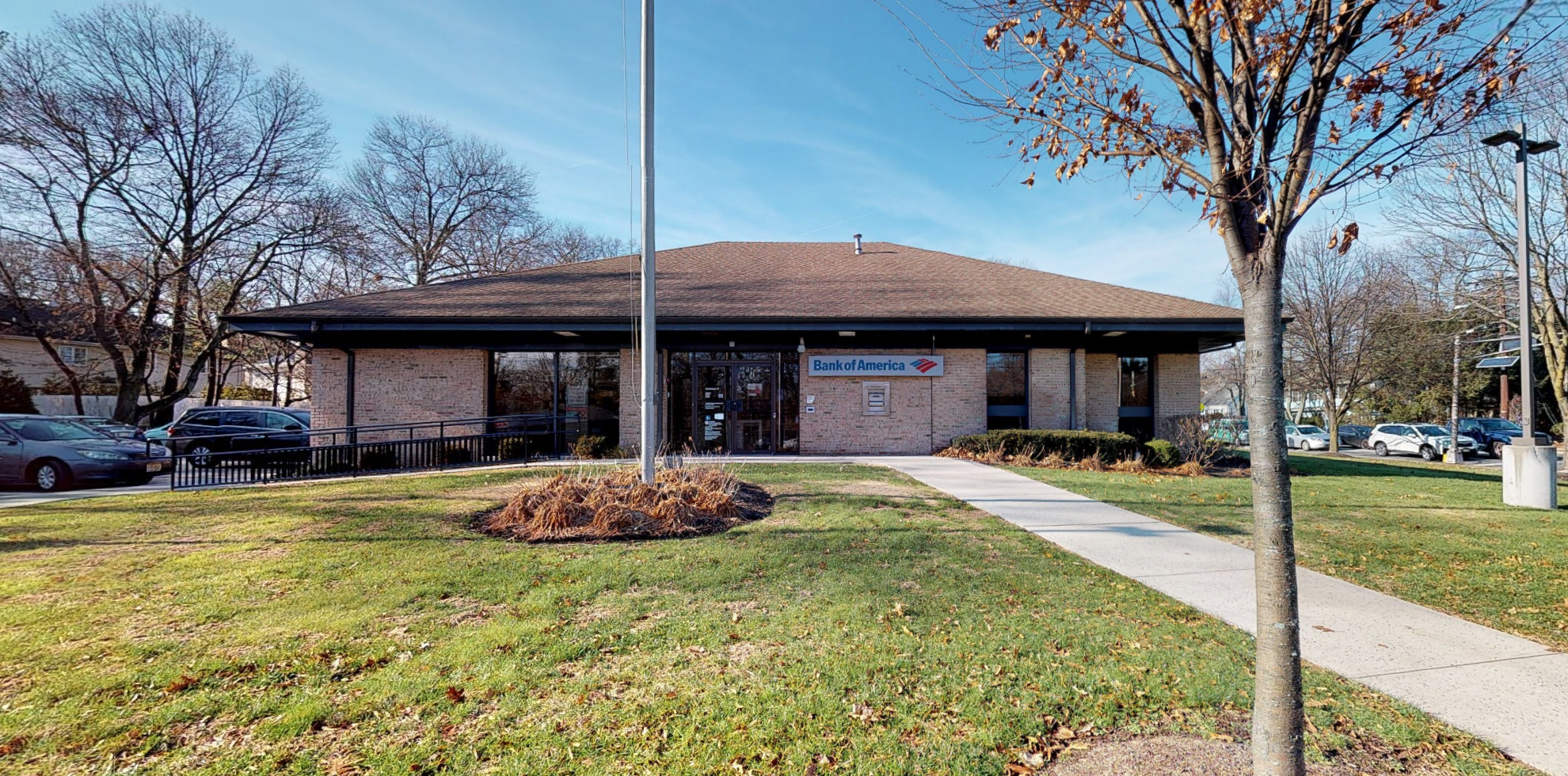 Bank of America financial center with drive-thru ATM | 425 Forest Ave, Paramus, NJ 07652