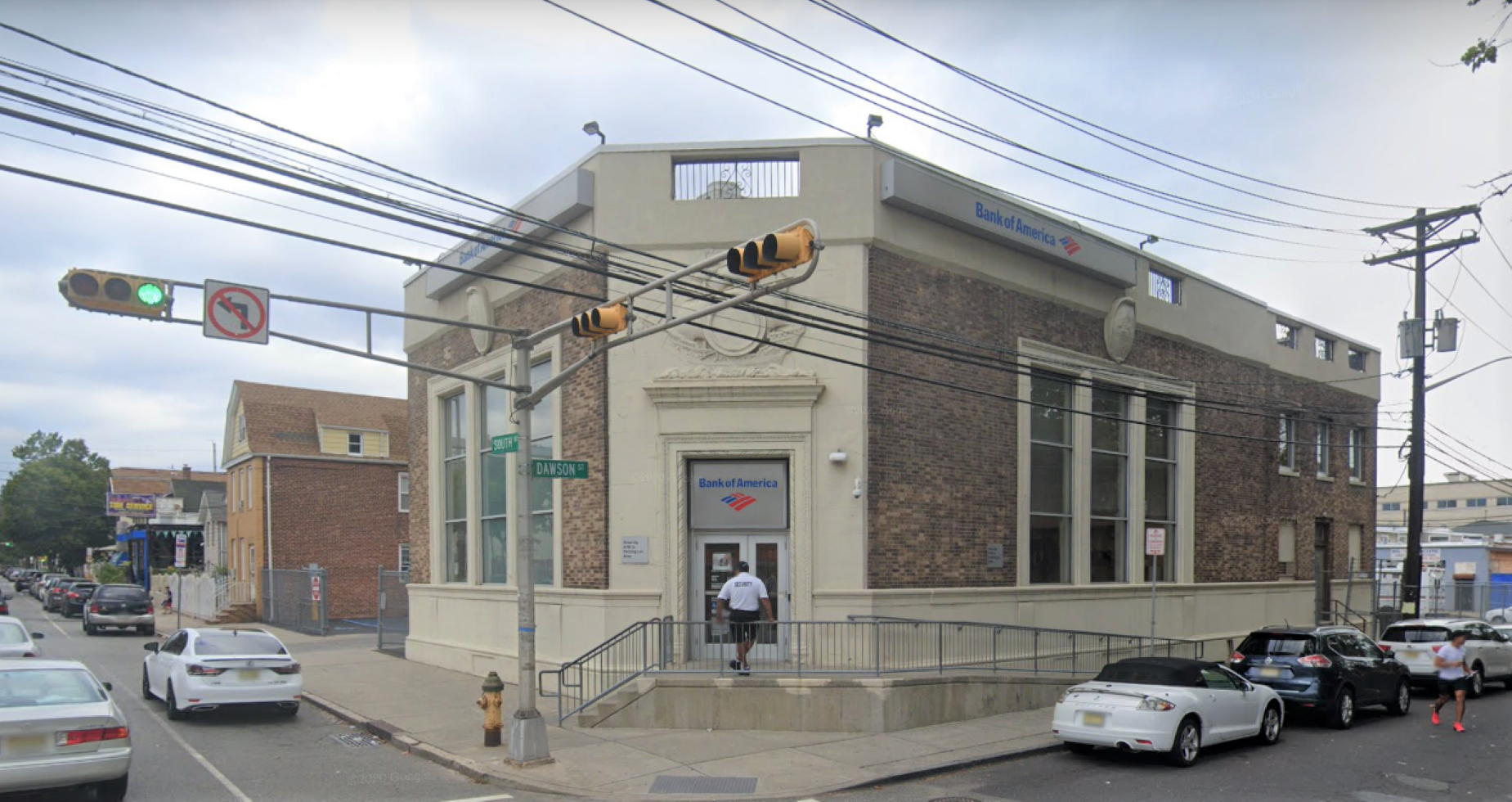 Bank of America financial center with drive-thru ATM | 176 South St, Newark, NJ 07114