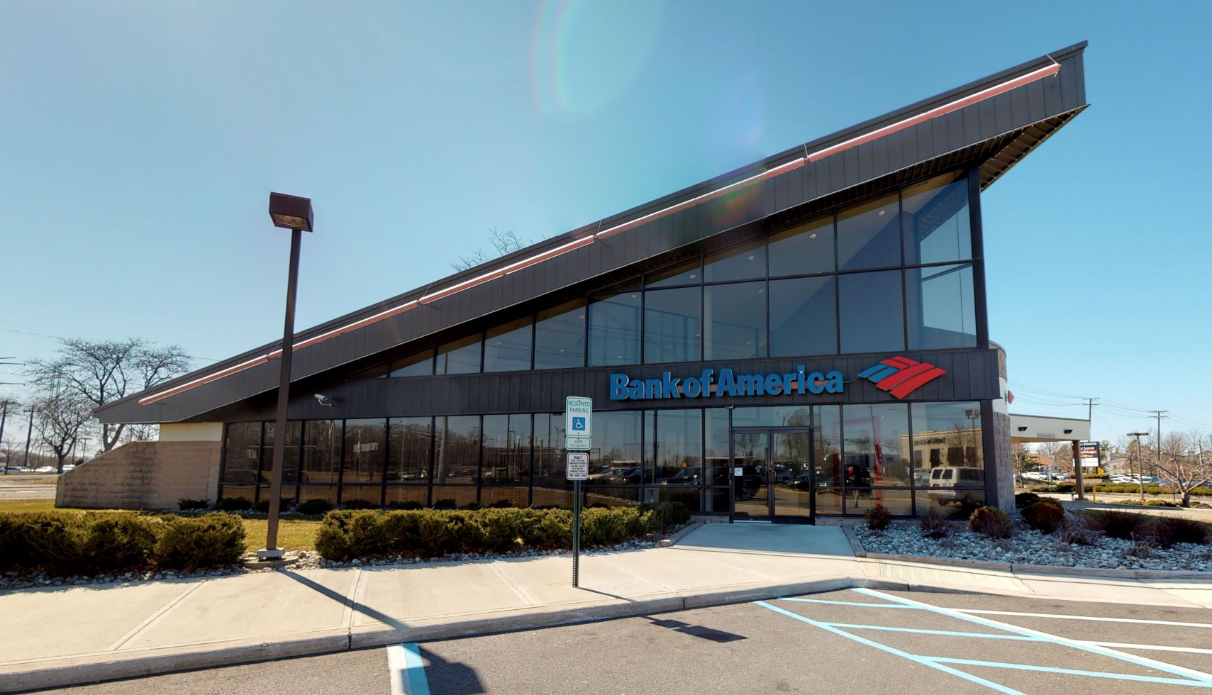 Bank of America financial center with drive-thru ATM | 655 US Highway 1, Iselin, NJ 08830