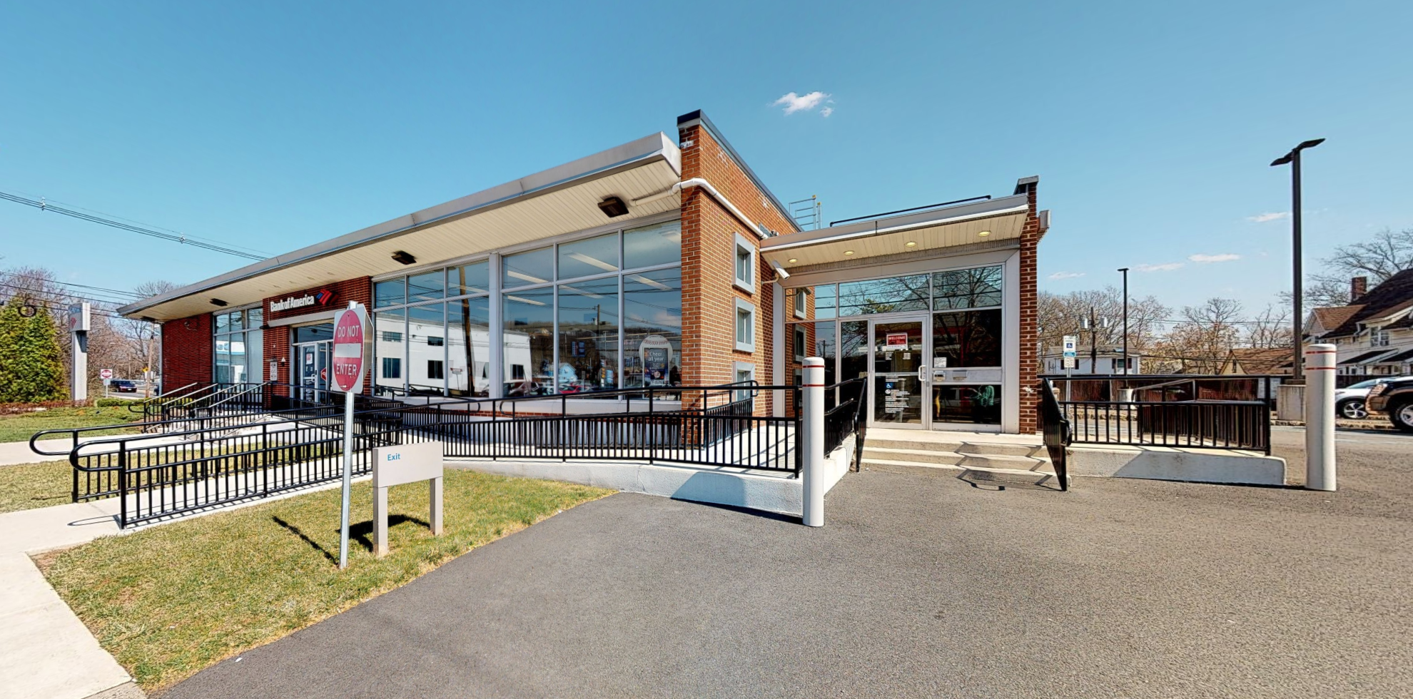 Bank of America financial center with drive-thru ATM   535 Somerset St, North Plainfield, NJ 07060