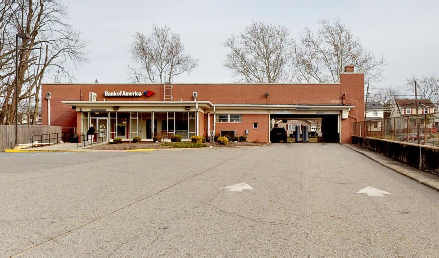 Bank of America financial center with drive-thru ATM   609 Livingston Ave, New Brunswick, NJ 08901