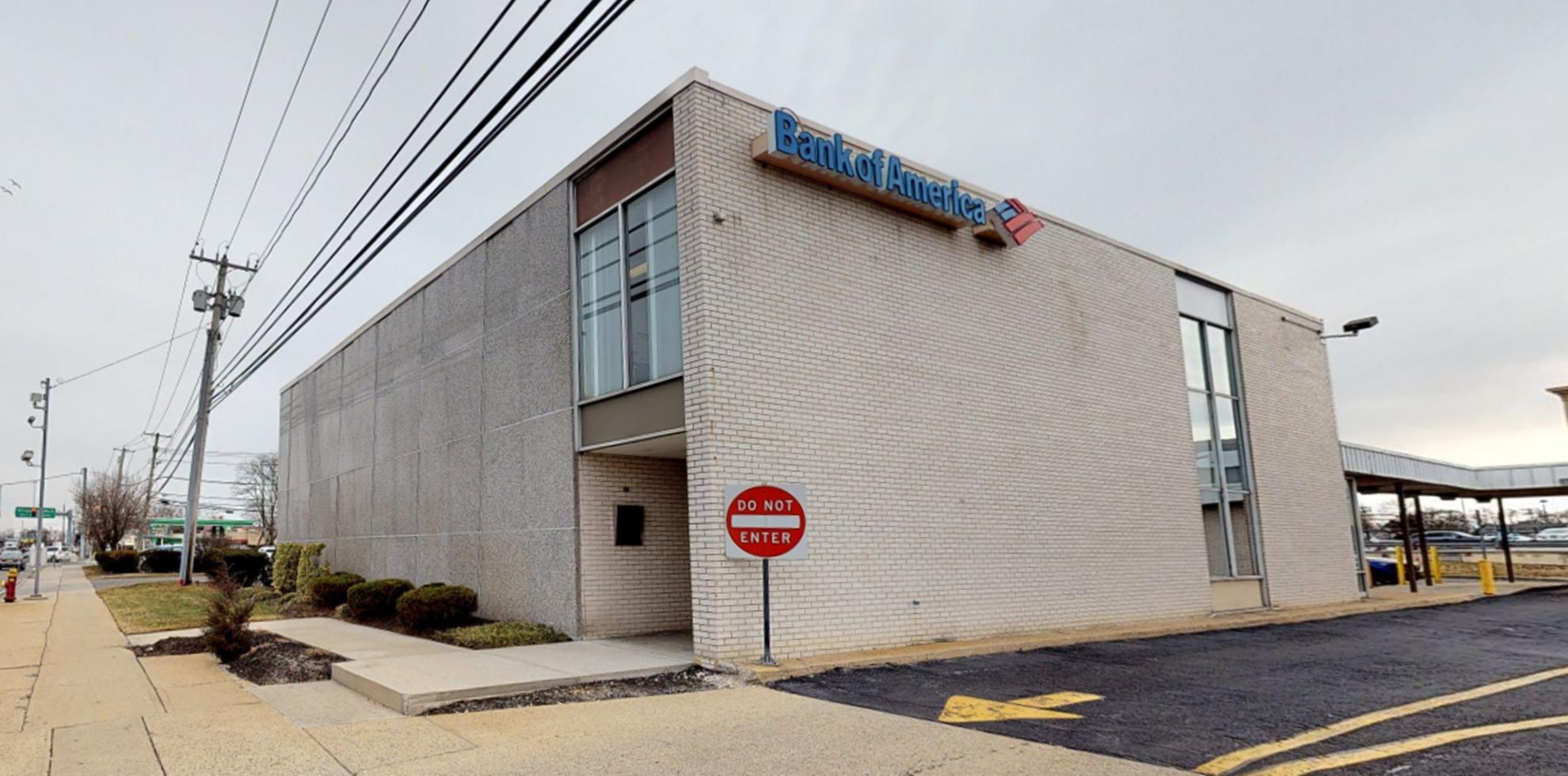 Bank of America financial center with drive-thru ATM | 5310 Sunrise Hwy, Massapequa Park, NY 11762