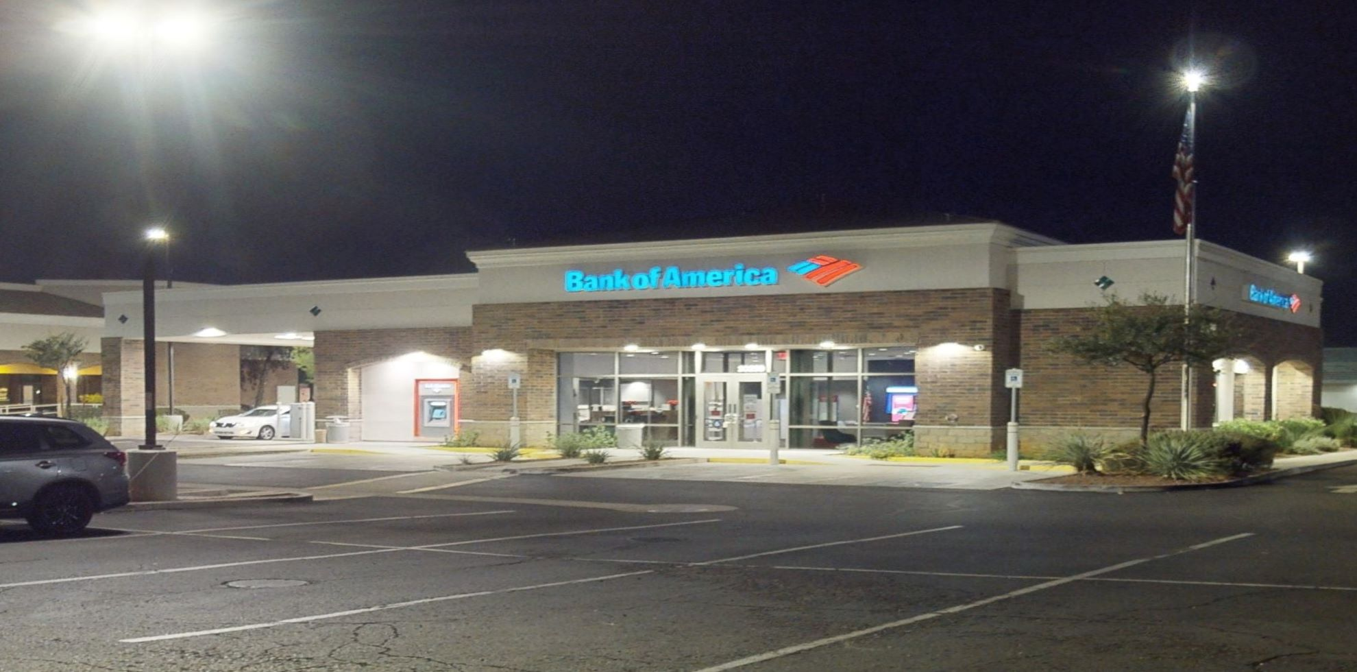 Bank of America financial center with drive-thru ATM and teller | 20239 N 67th Ave, Glendale, AZ 85308