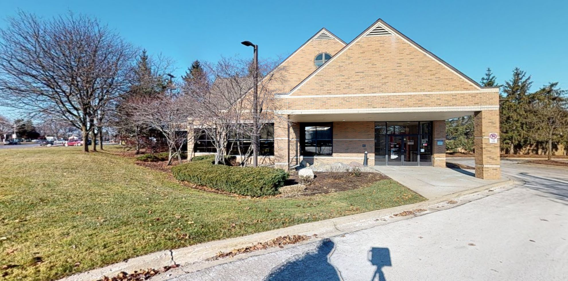 Bank of America financial center with walk-up ATM   36050 Woodward Ave, Bloomfield Hills, MI 48304