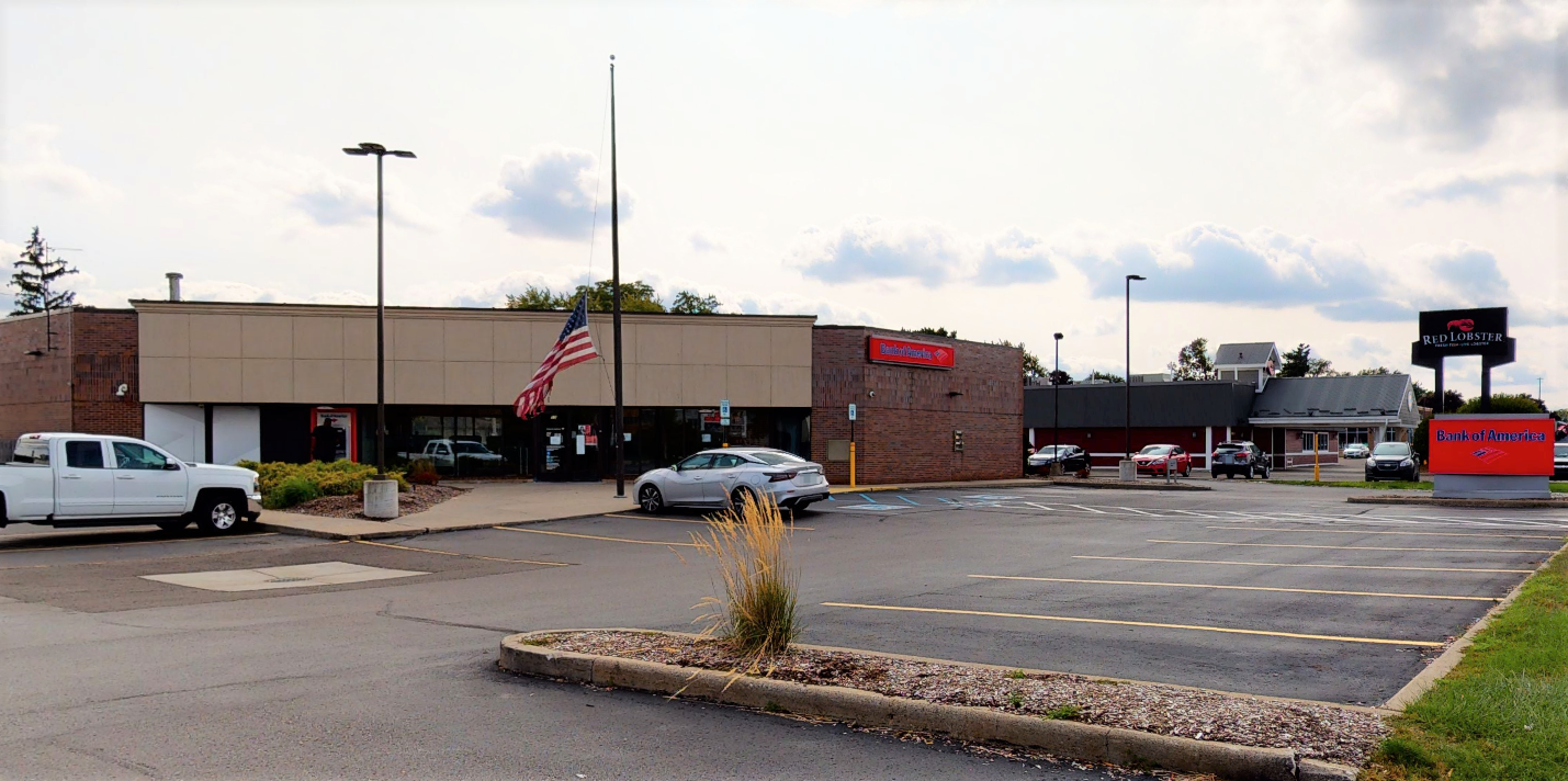 Bank of America financial center with drive-thru ATM | 55 W 12 Mile Rd, Madison Heights, MI 48071