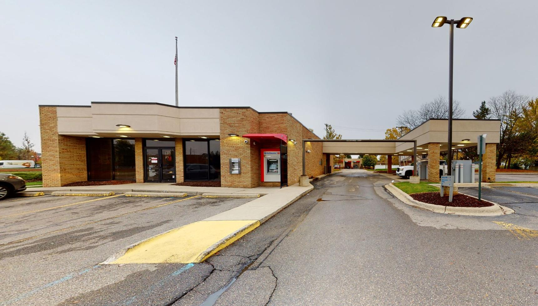 Bank of America financial center with drive-thru ATM | 44101 Ford Rd, Canton, MI 48187