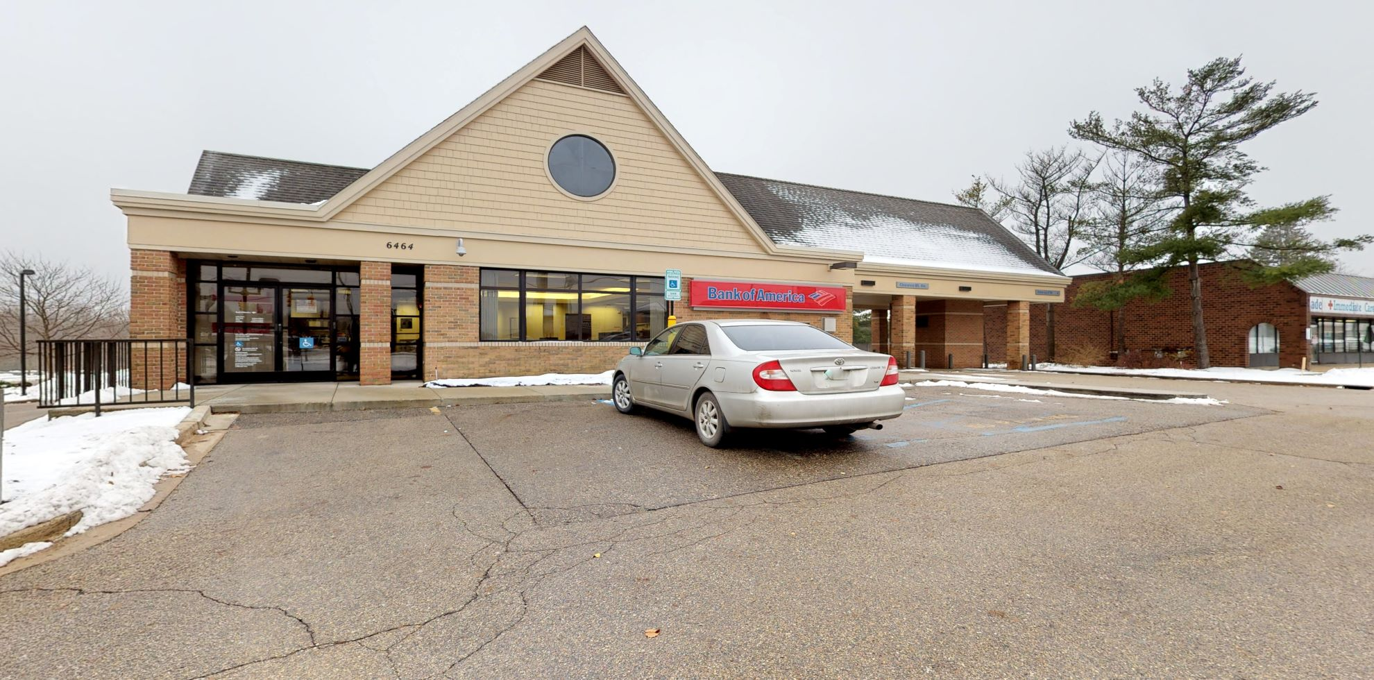 Bank of America financial center with drive-thru ATM | 6464 28th St SE, Grand Rapids, MI 49546