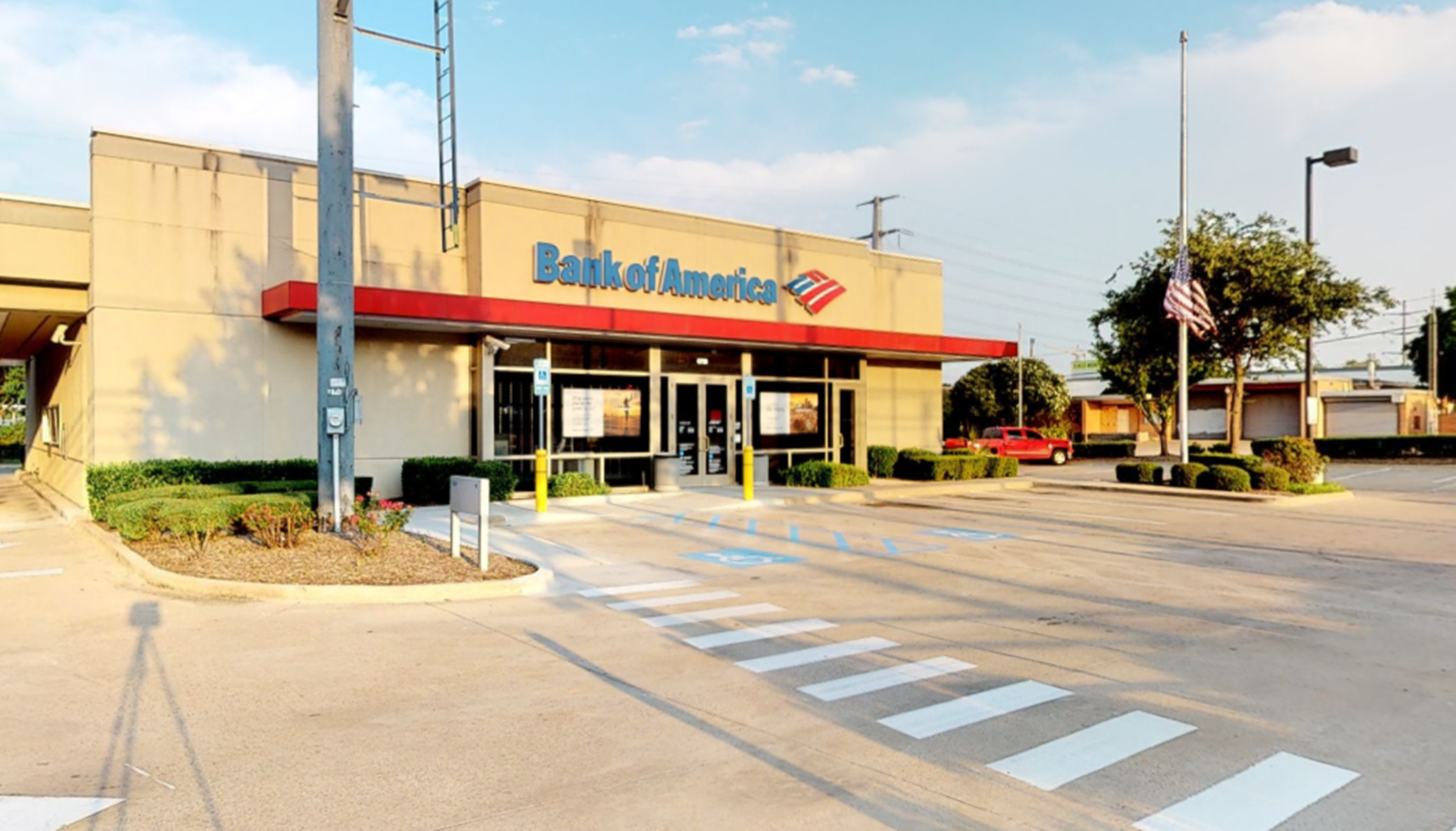 Bank of America financial center with drive-thru ATM | 6750 Greenville Ave, Dallas, TX 75231
