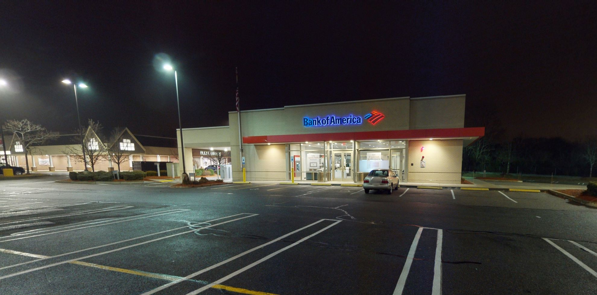 Bank of America financial center with drive-thru ATM and teller | 113 Samoset St, Plymouth, MA 02360