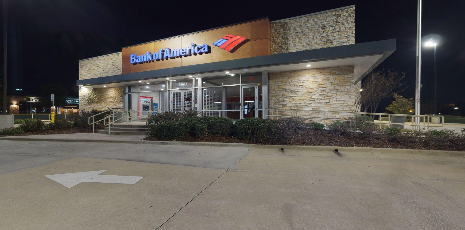Bank of America financial center with drive-thru ATM   110 E John Carpenter Fwy, Irving, TX 75062