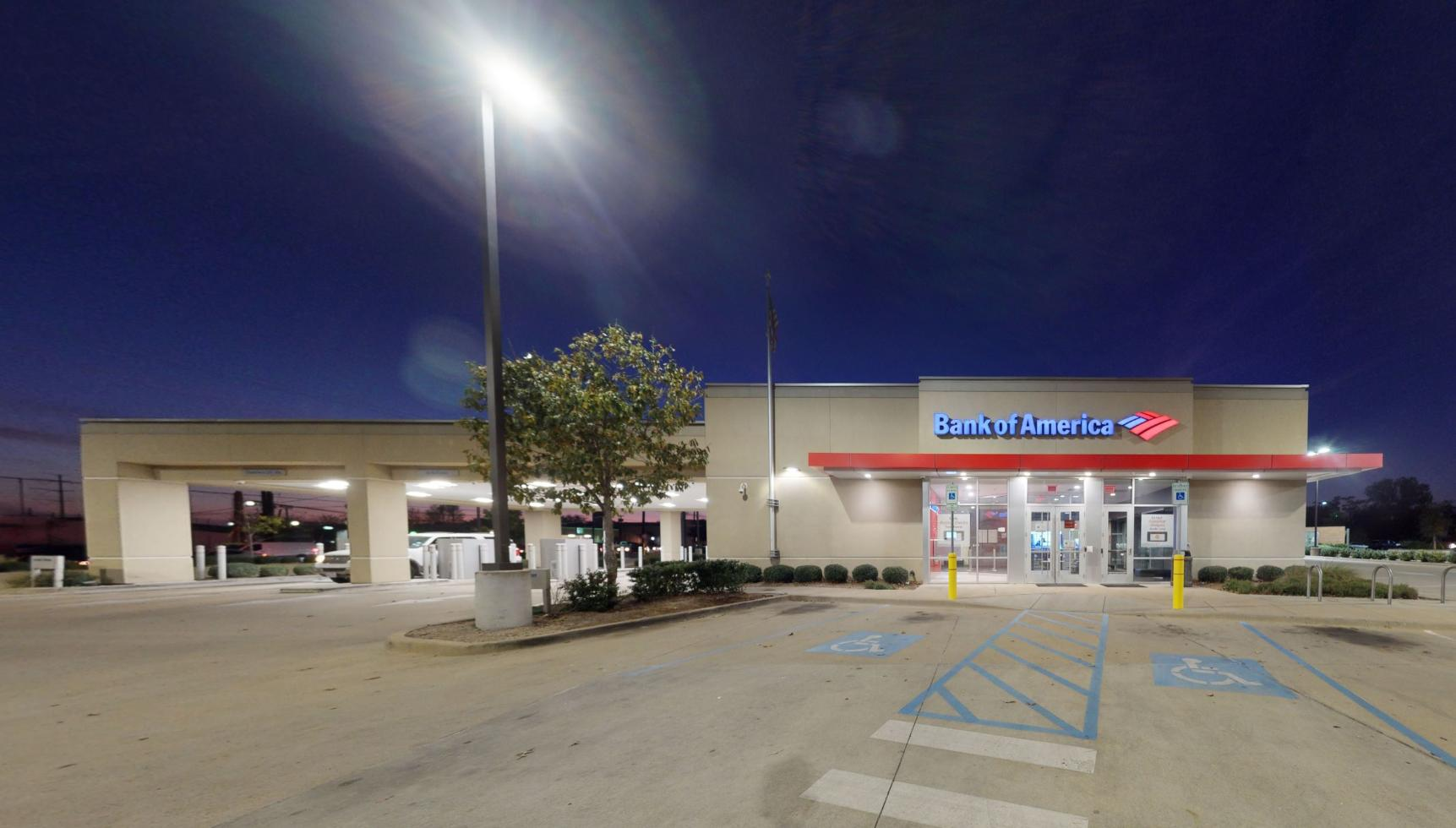 Bank of America financial center with drive-thru ATM | 1913 S Garland Ave, Garland, TX 75040