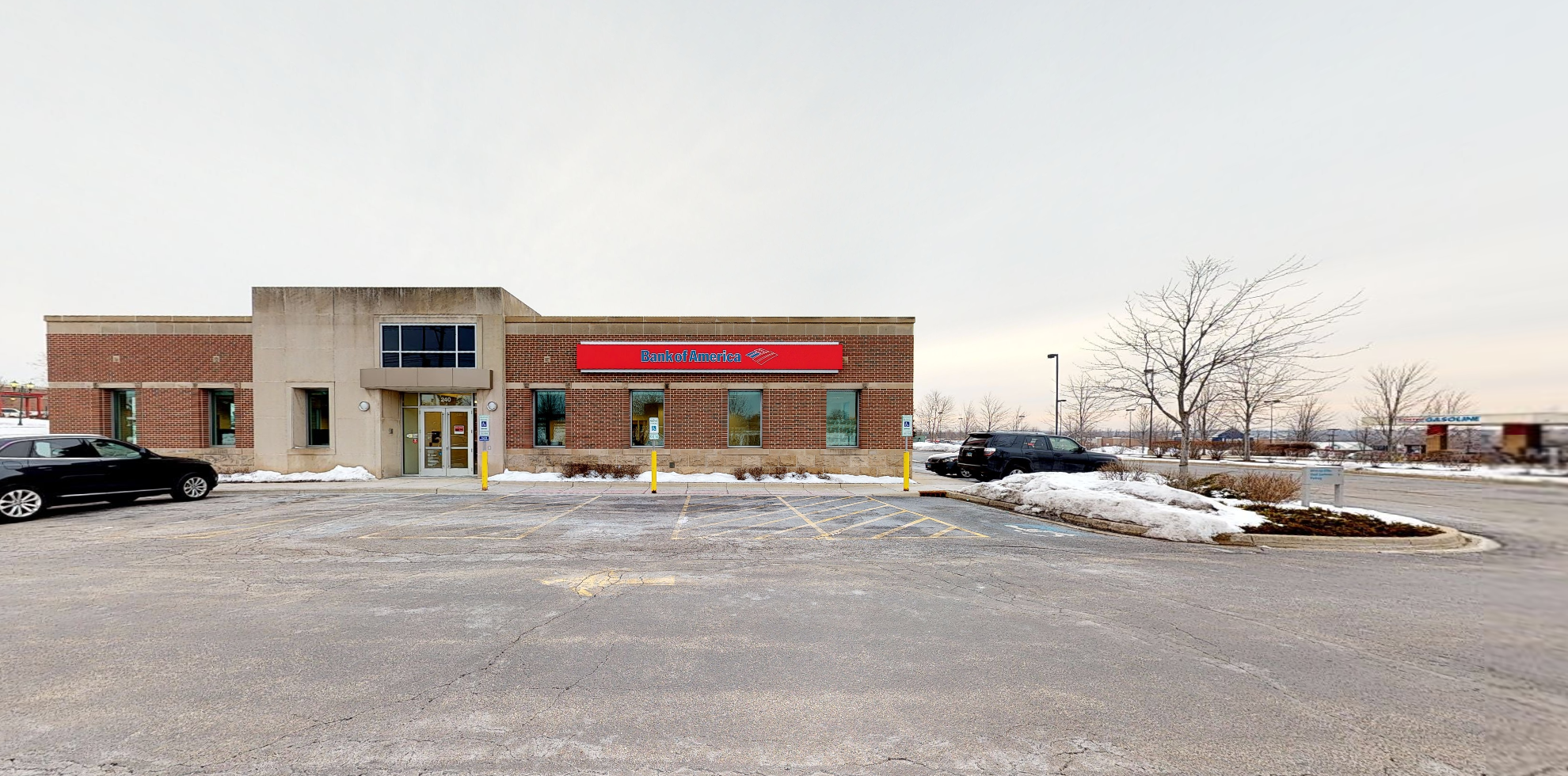 Bank of America financial center with drive-thru ATM | 240 N Randall Rd, Lake In The Hills, IL 60156
