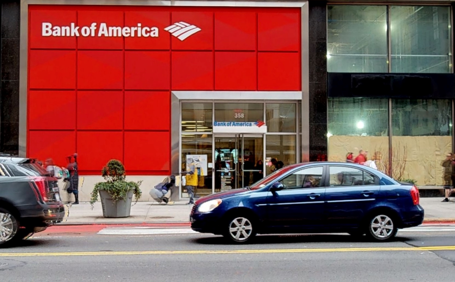 Bank of America financial center with walk-up ATM   358 5th Ave, New York, NY 10001